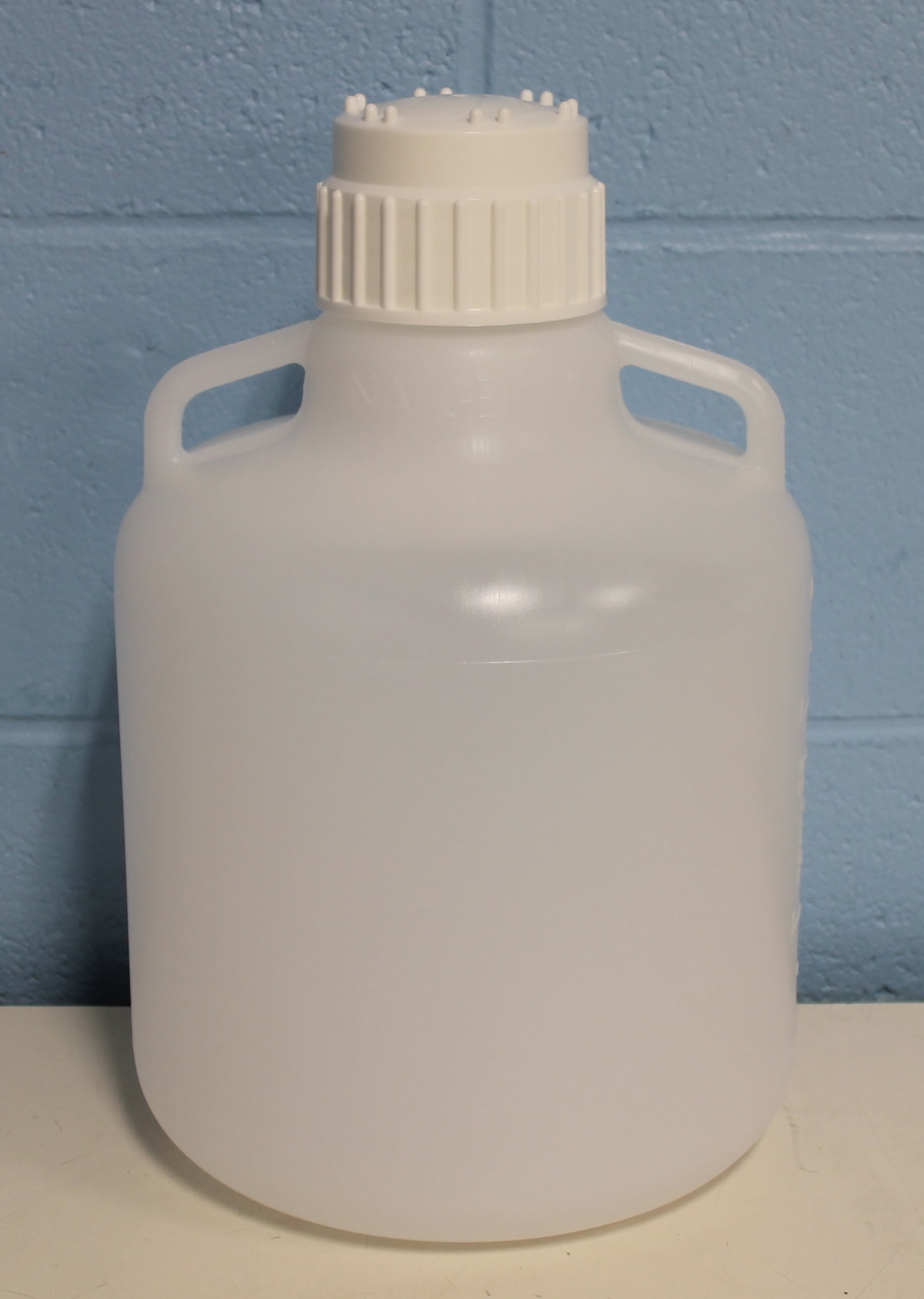 Nalgene 2210-0020 10L Round LDPE Carboys with Handles Image