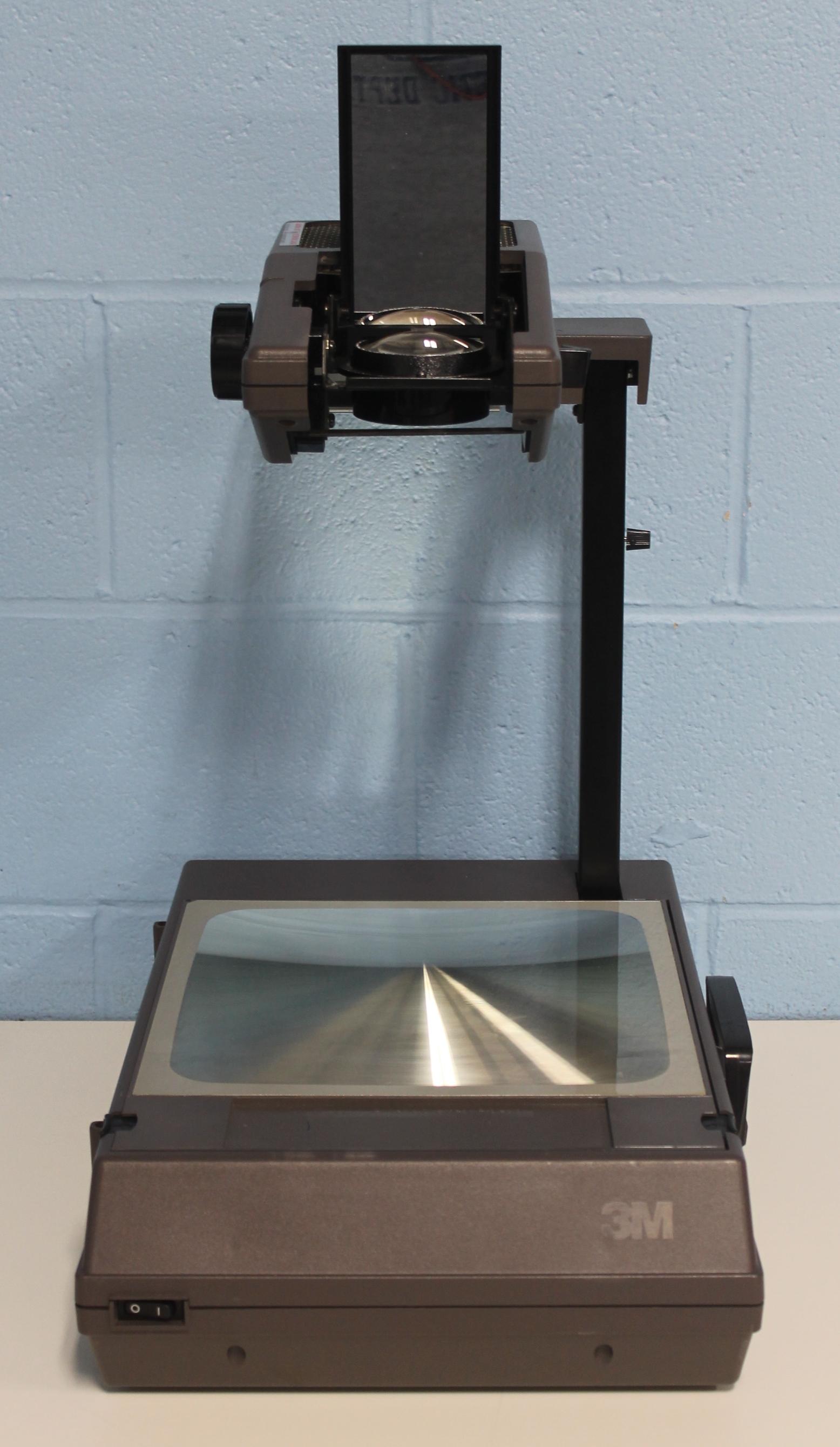 3M 2000AGT Portable Overhead Projector Ag 120V/60H Image