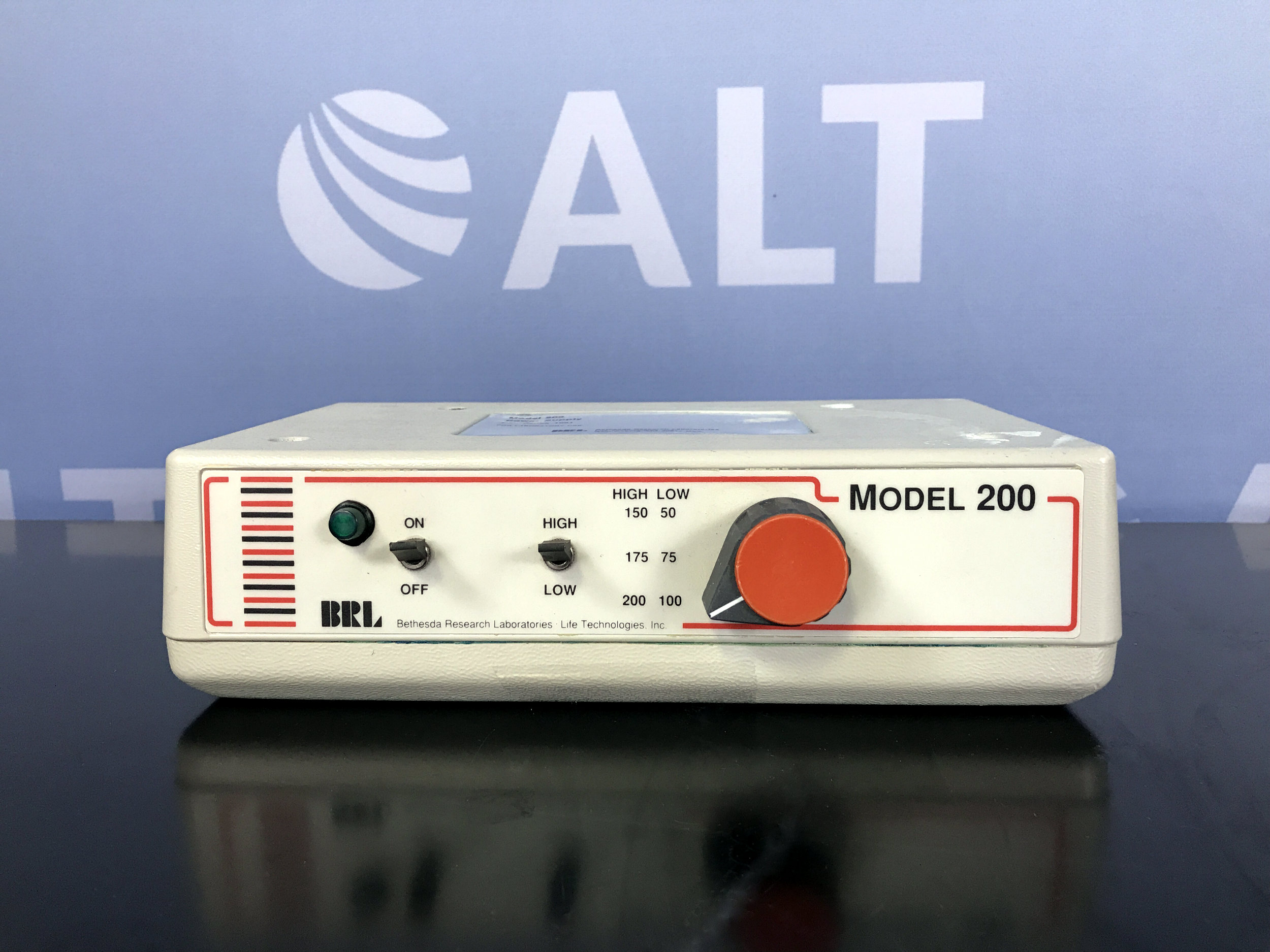 BRL/Life Technologies Model 200 Electrophoresis Power Supply Series 1061 Image