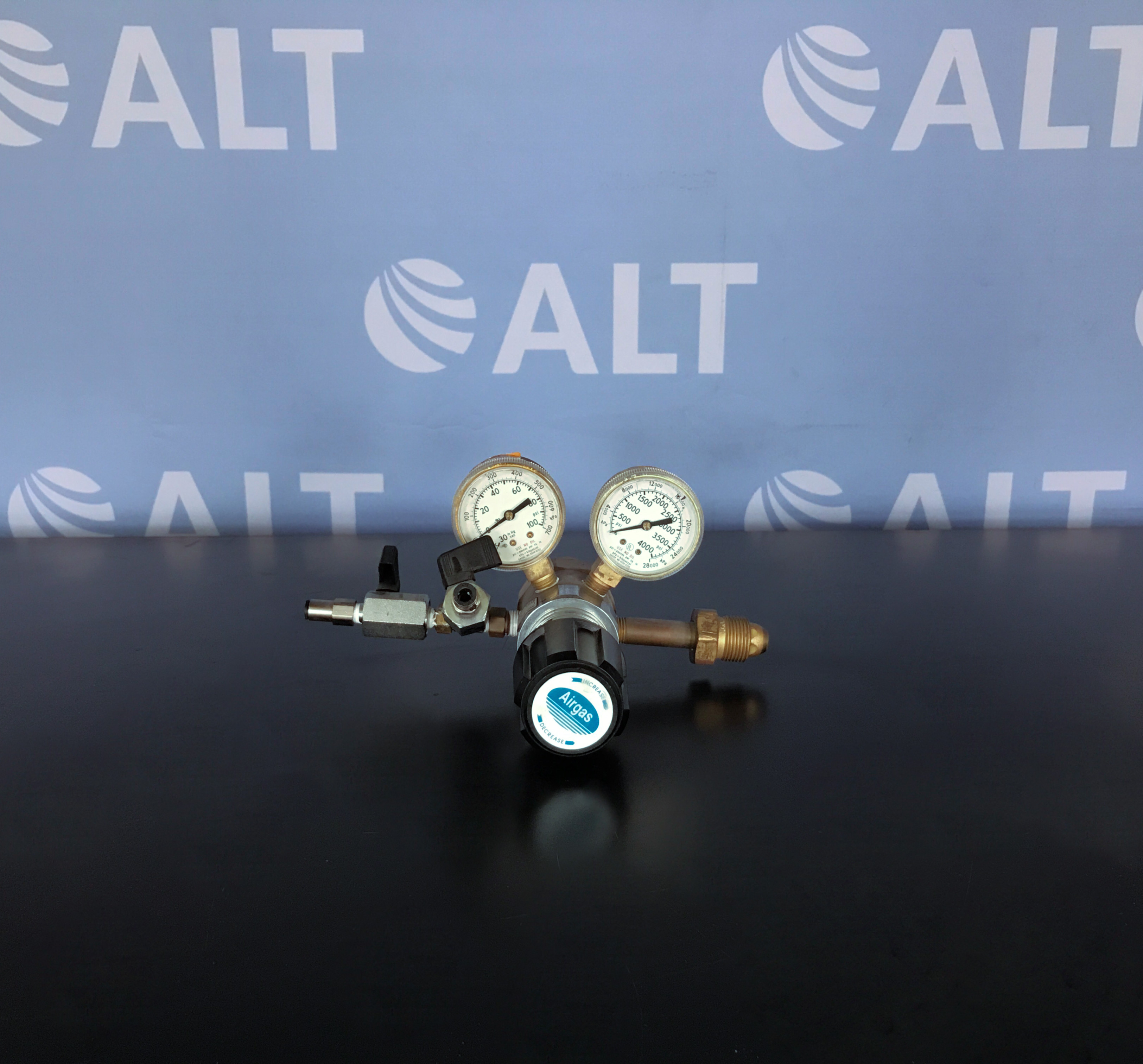 Airgas 4122351-580 High Purity Brass Two Stage Gas Regulator Image
