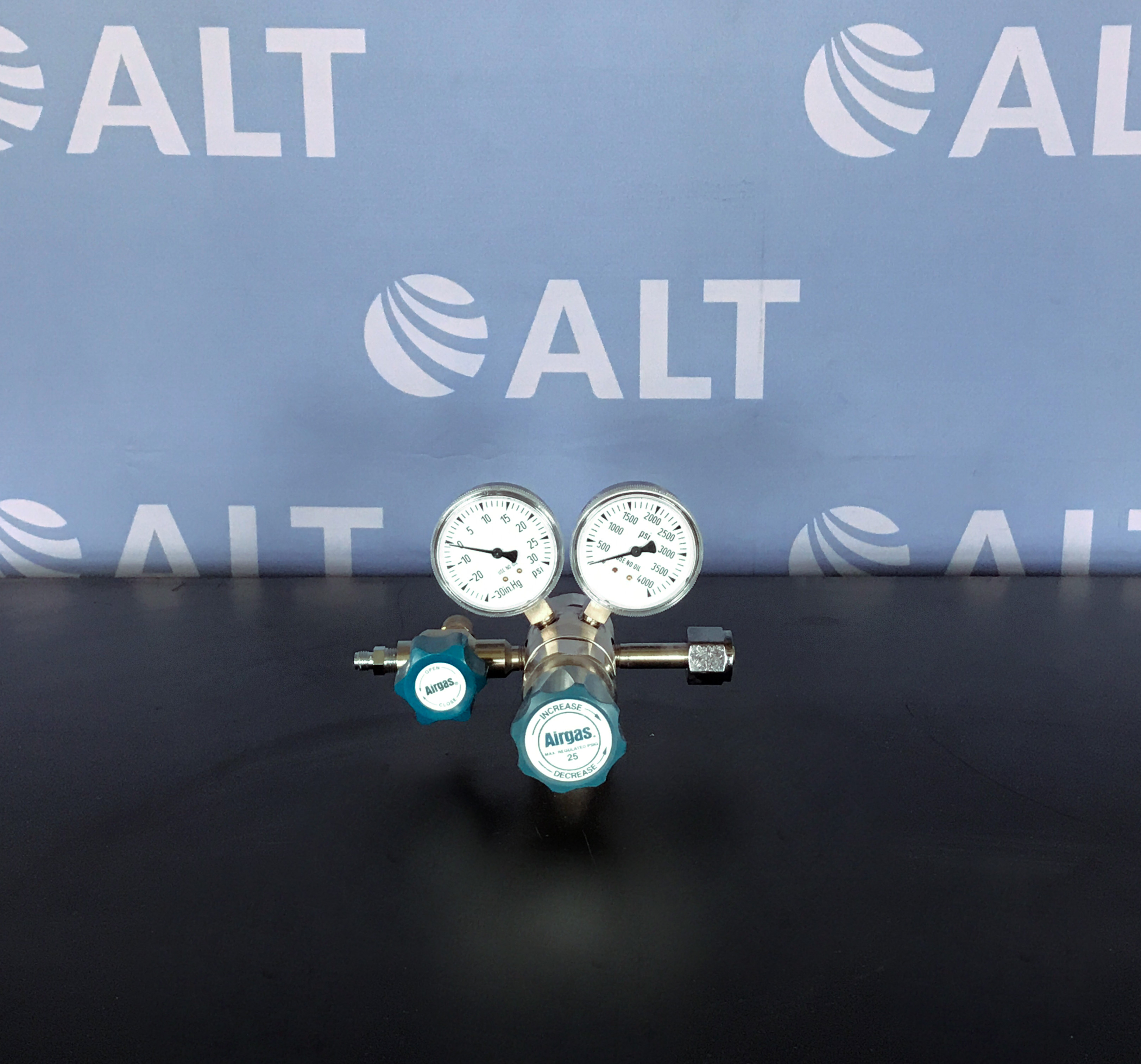 Airgas Y12-SR145A High Purity Stainless Steel Diaphragm Regulator Image