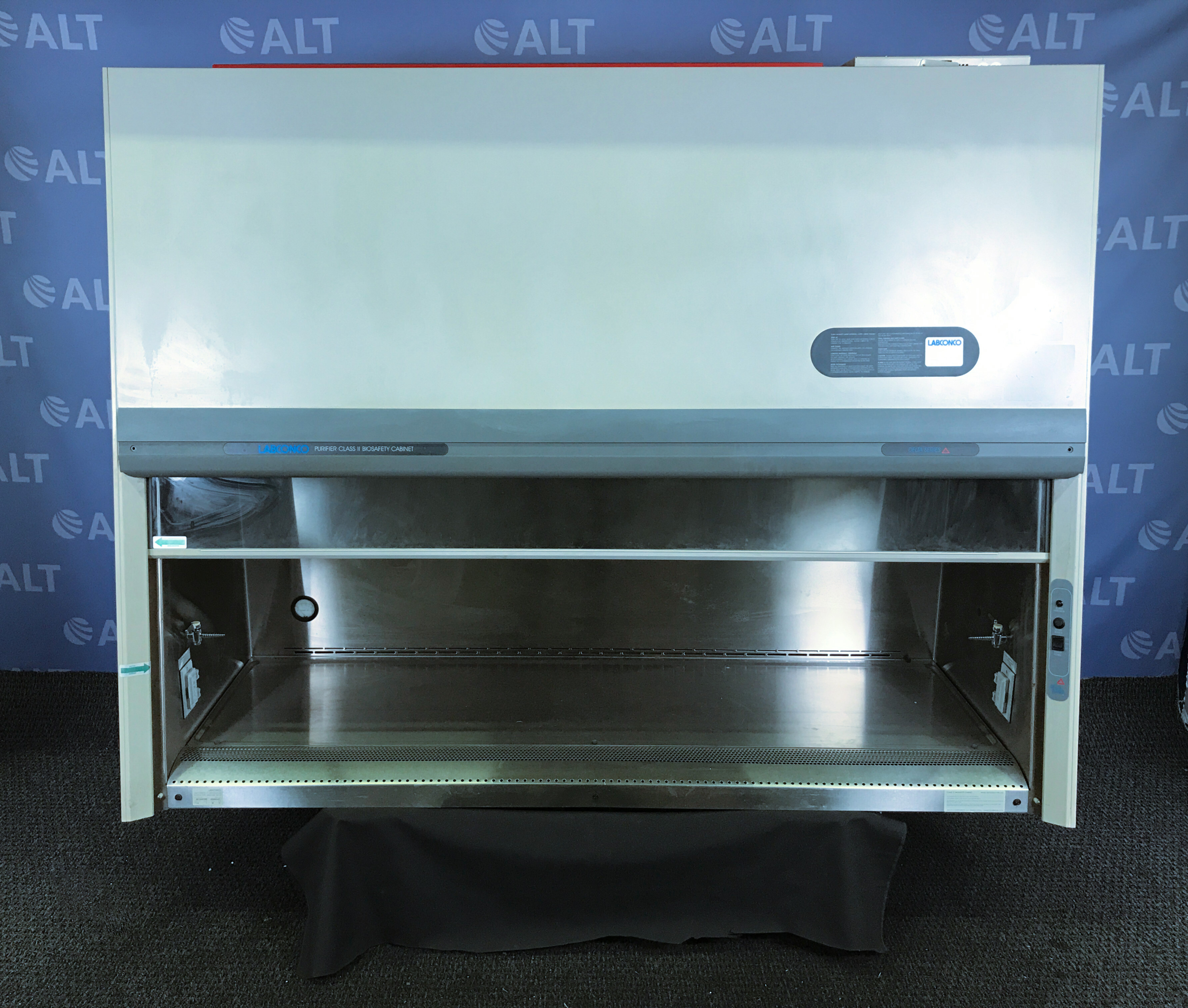 Labconco 6' Delta Series Purifier Class II Biosafety Cabinet CAT: 36213043726 Image