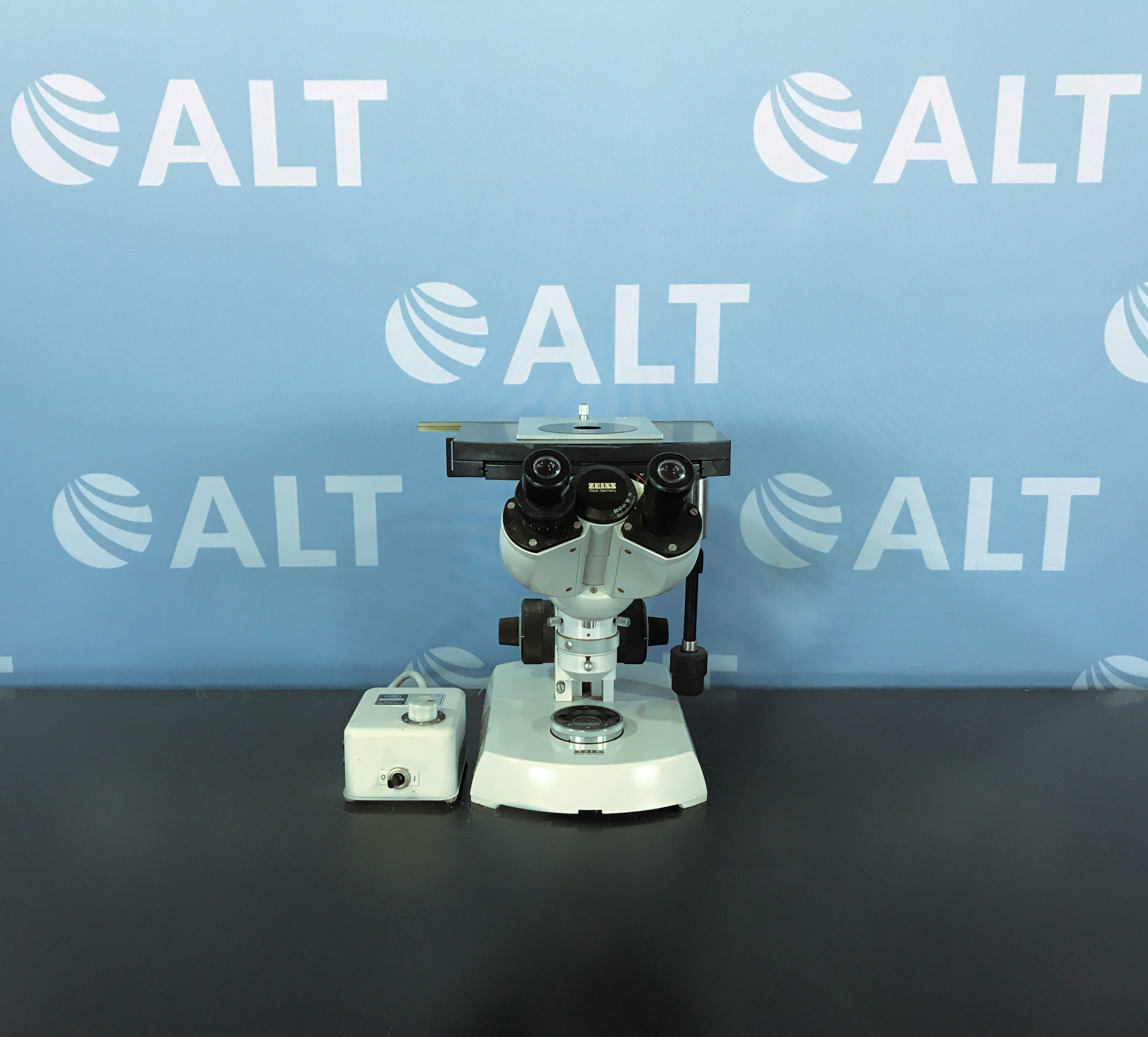 Carl Zeiss Opton Inverted Microscope 46 70 58 9901 With Power Supply Invertoscope 39 25 65 Image