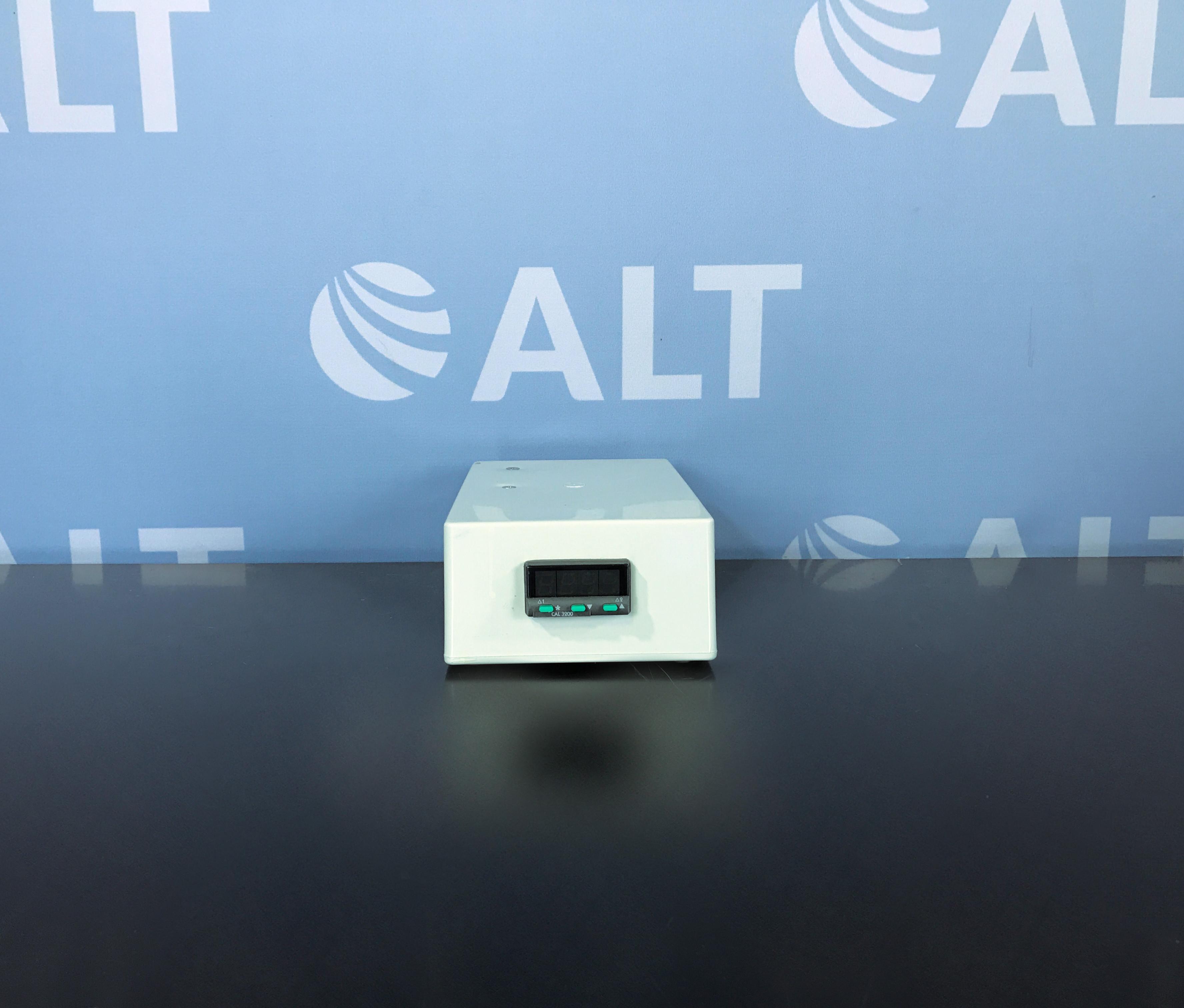 CAL 3200 Series Autotune Temperature Controller Image