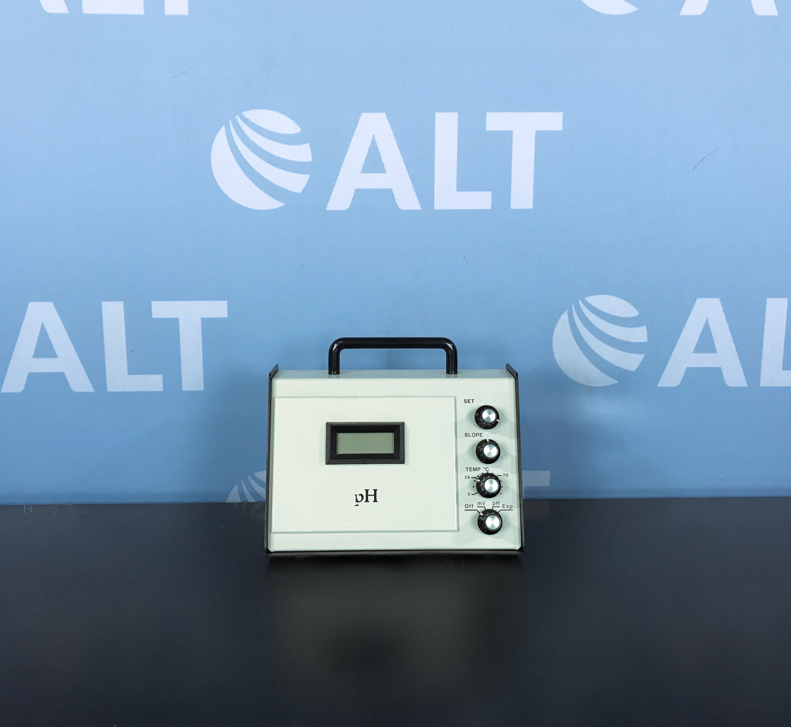 Cole-Parmer Digital pH/mV Meter Model 05996-60 Image
