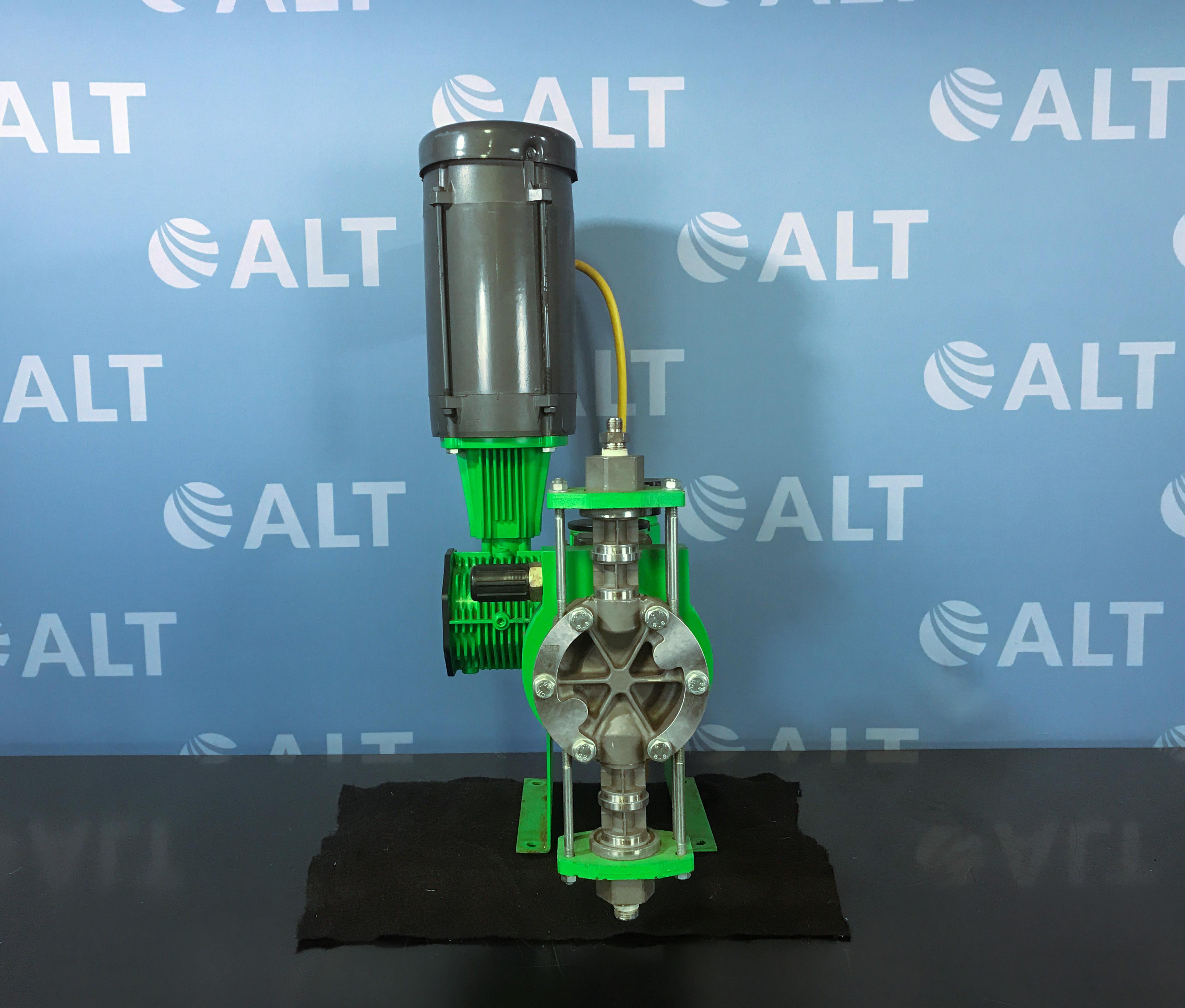 Pulsafeeder Pulsar 55h Hydraulic Diaphragm Metering Pump Model 55HL Image
