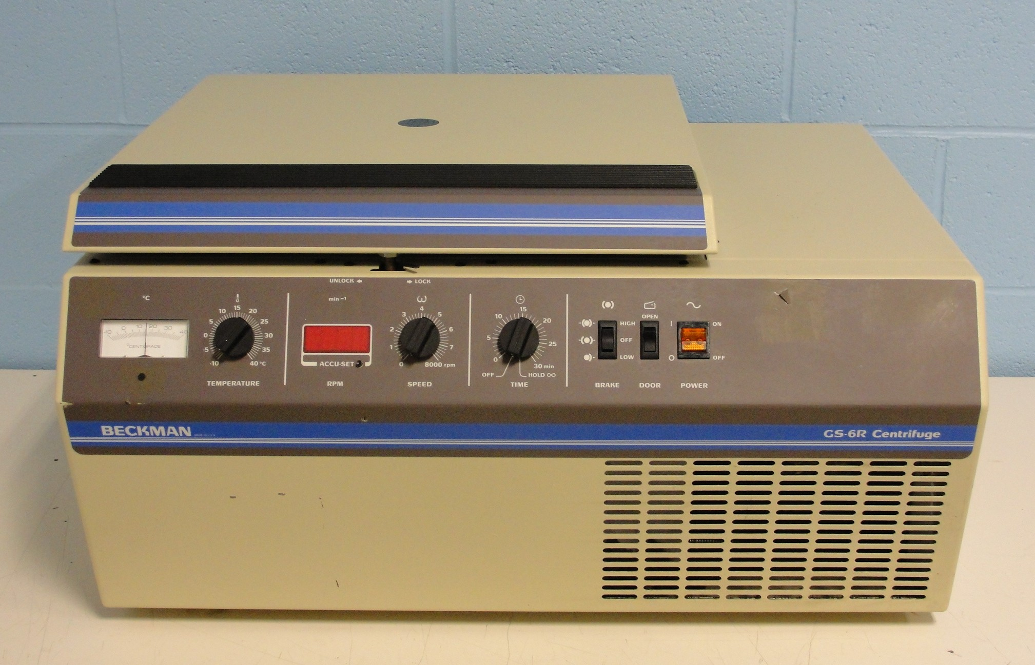 Beckman Coulter Allegra GS-6R Refrigerated Benchtop Centrifuge Image
