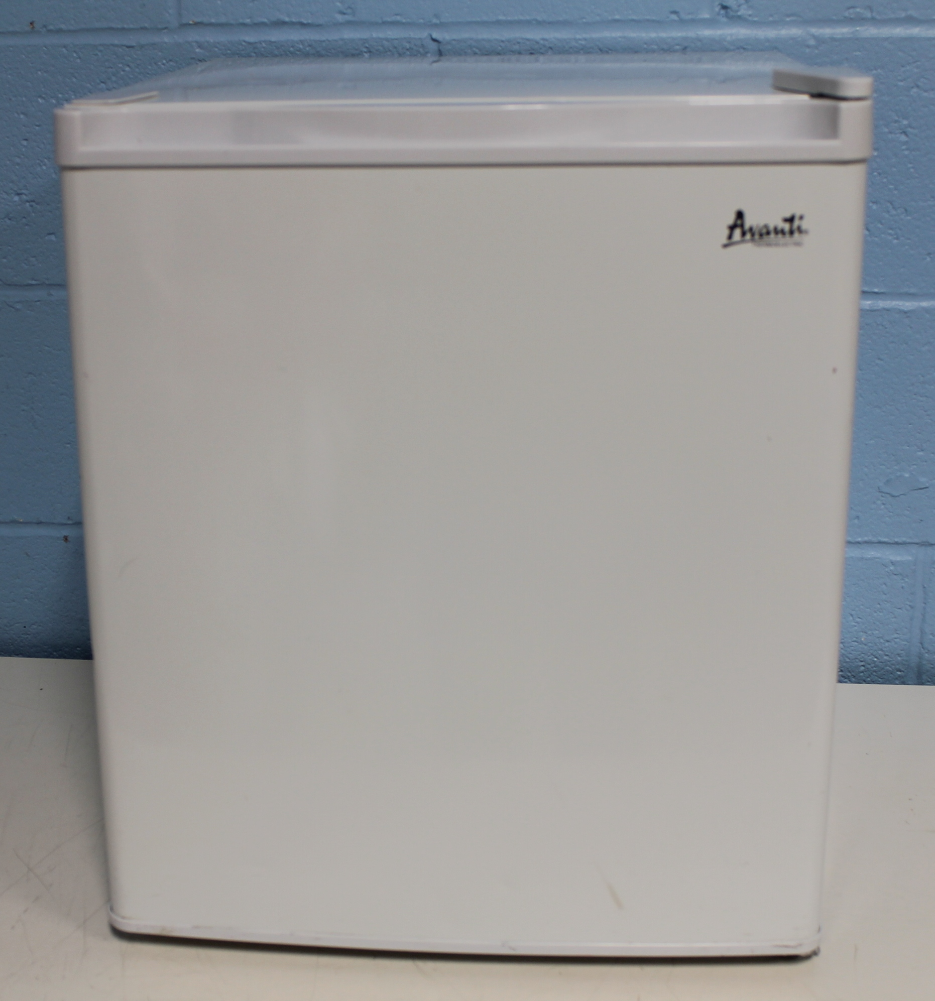 refurbished thermoelectric avanti ec15w2 compact refrigerator rh americanlaboratorytrading com Compact Appliances Avanti Washer and Dryer