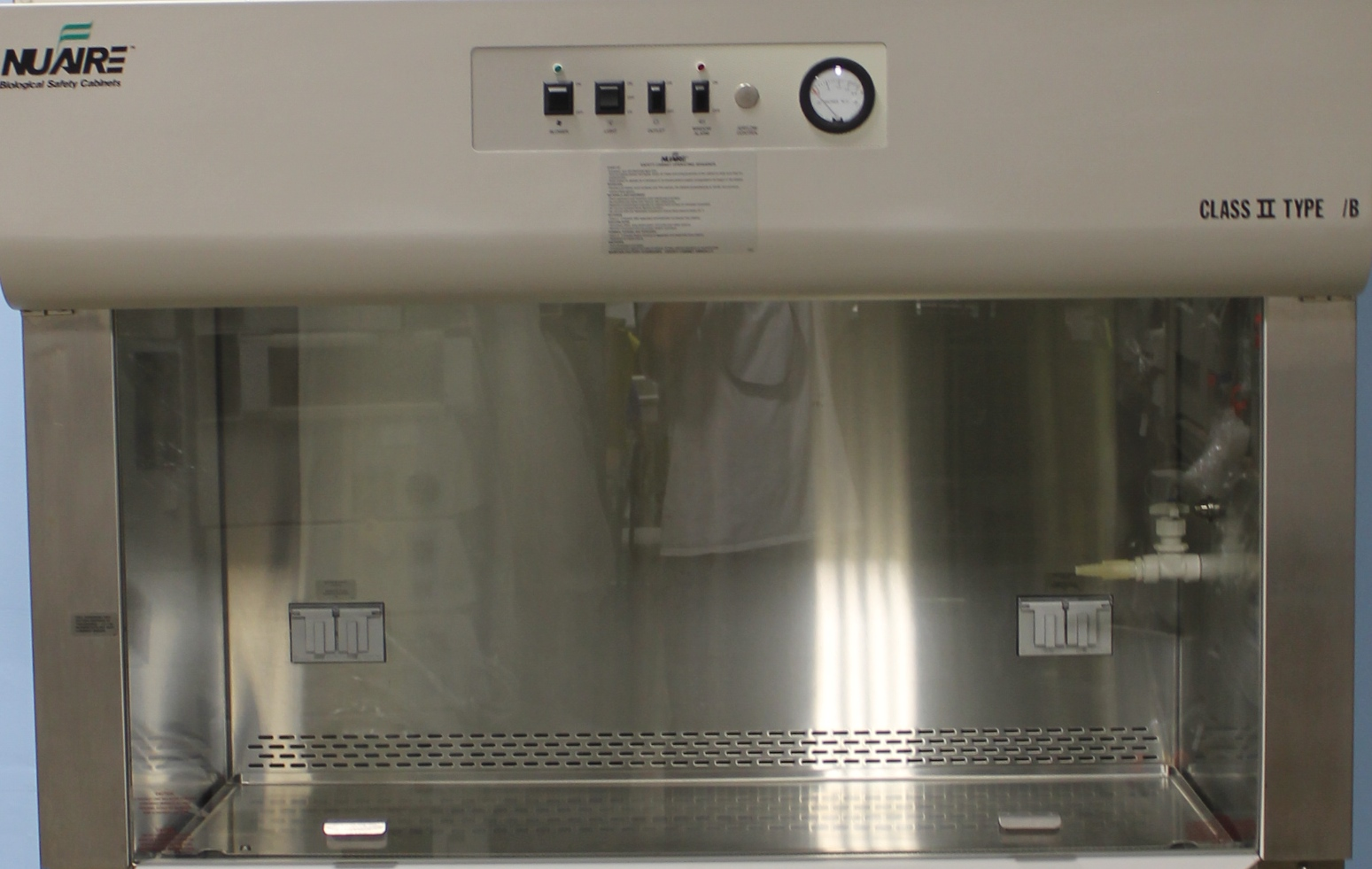 Refurbished Nuaire Class Ii Type A2 Laminar Flow