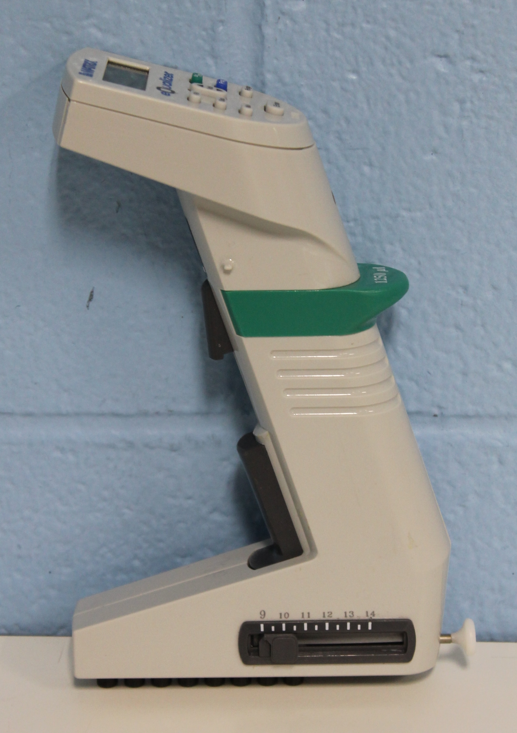 Matrix Technologies Equalizer Electronic Multichannel Pipette 8 channel, 15 to 1250µL Image