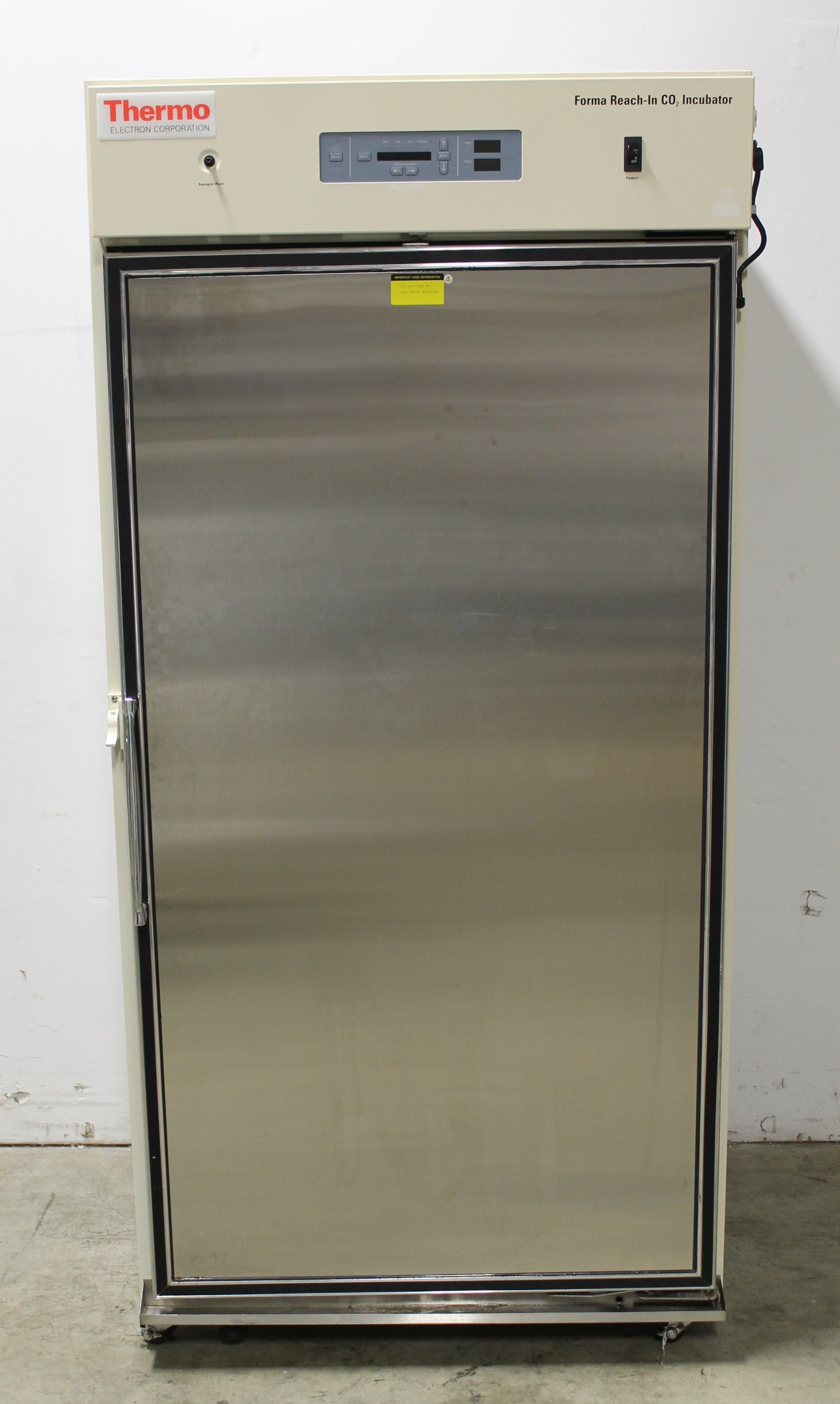 Thermo Forma 3950 High Capacity Reach-In CO2 Incubator with Door Glass Cover Image