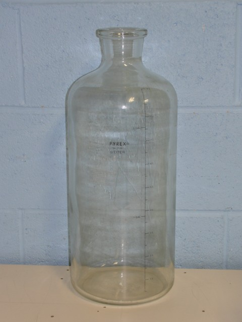 Pyrex 9 Liter Graduated Solution Bottle Image