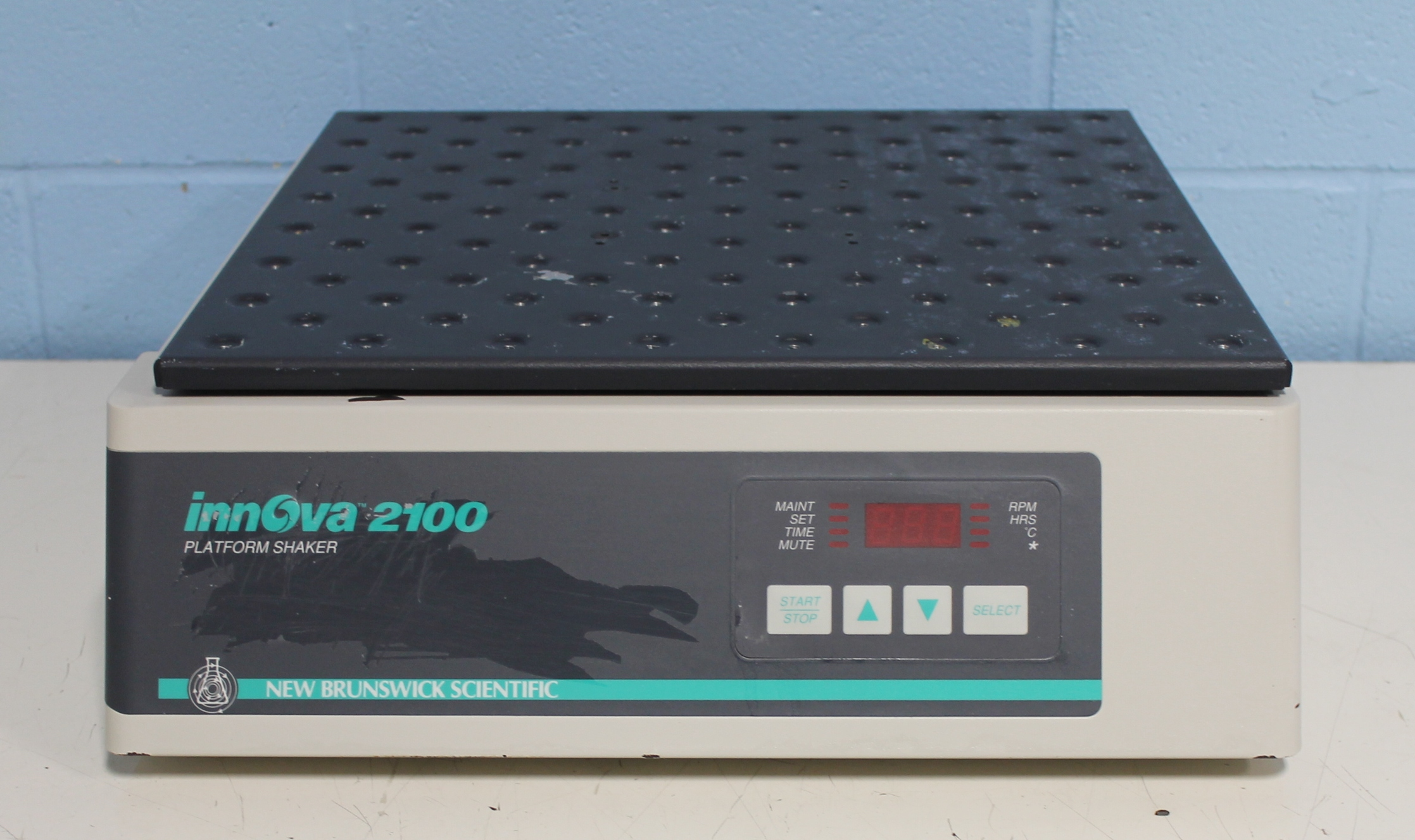 New Brunswick Scientific Co Innova 2100 Platform Shaker Image