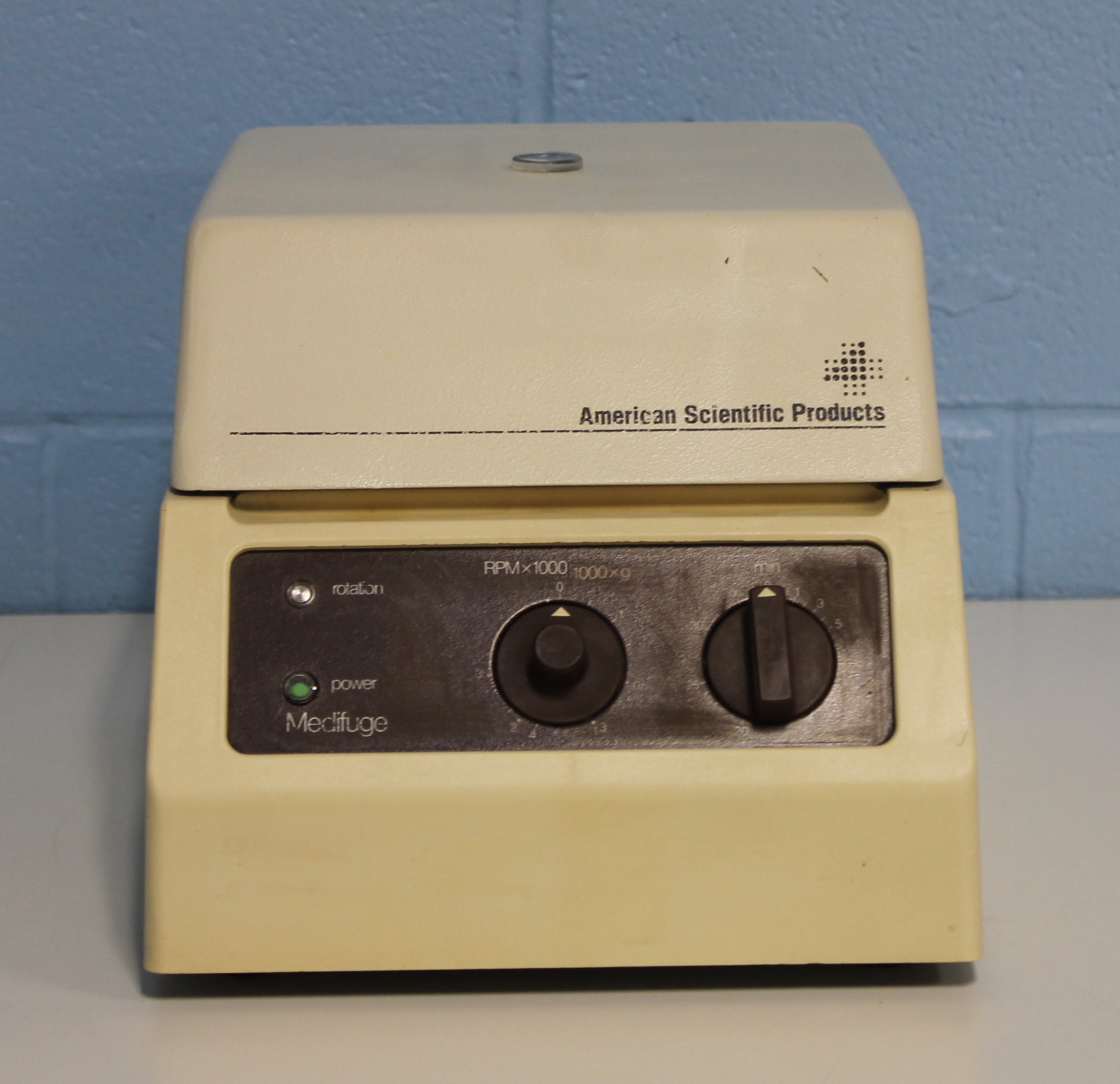 American Scientific Medifuge Model 1215 Centrifuge with Rotor Image