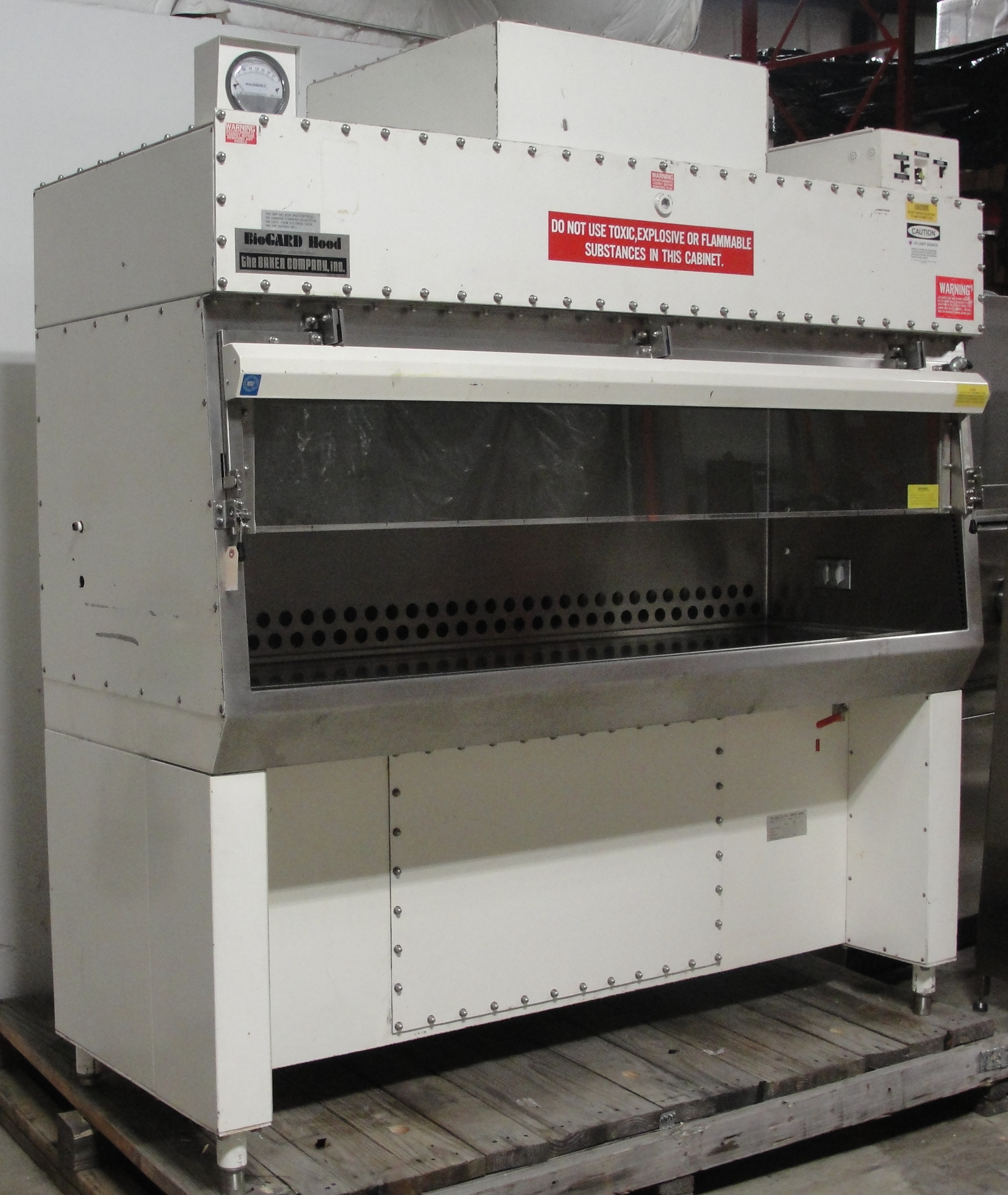 Refurbished Baker Company Model B60 112 Biogard Class Ii