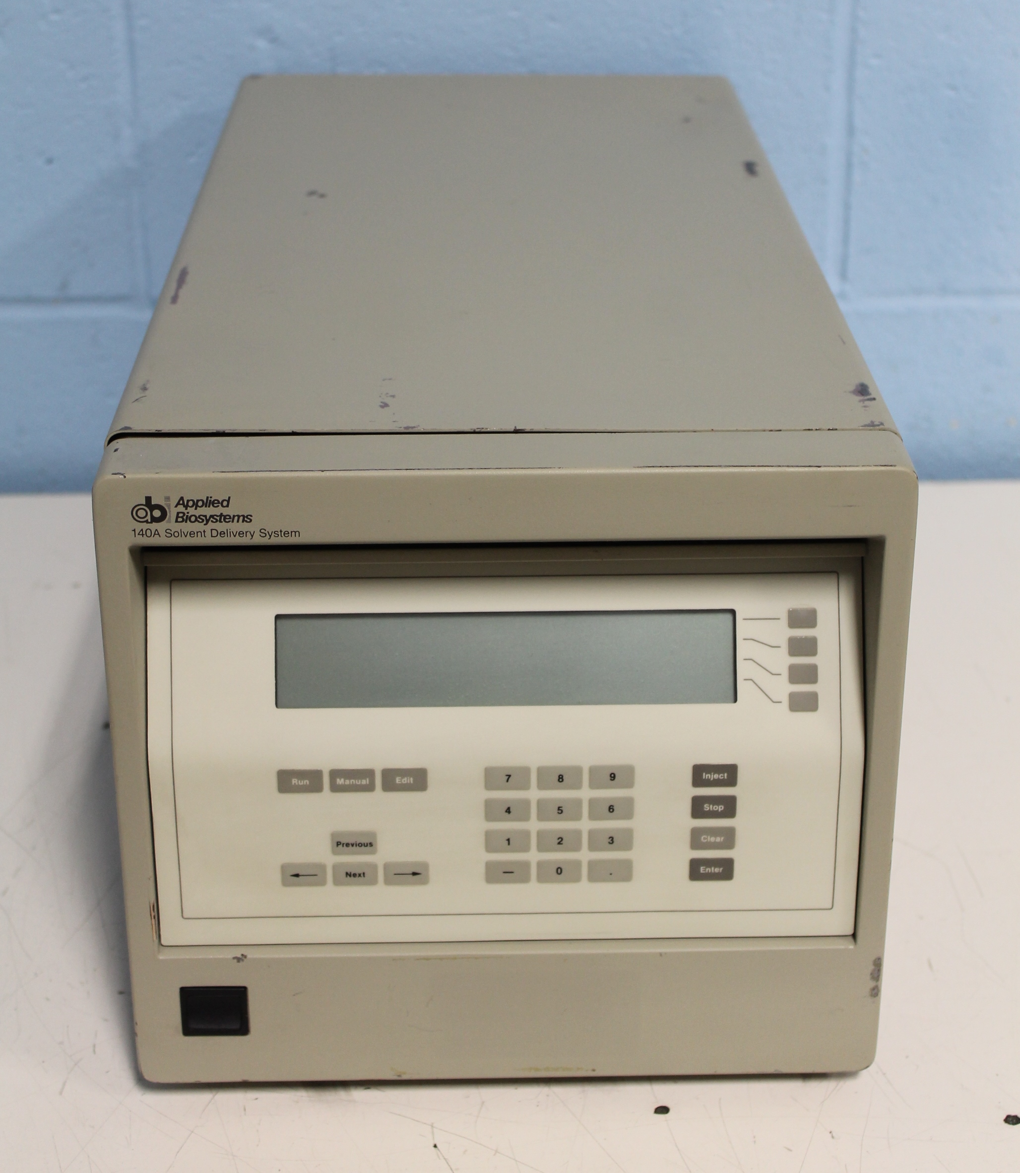 Applied Biosystems Solvent Delivery System 140A autosampler Image