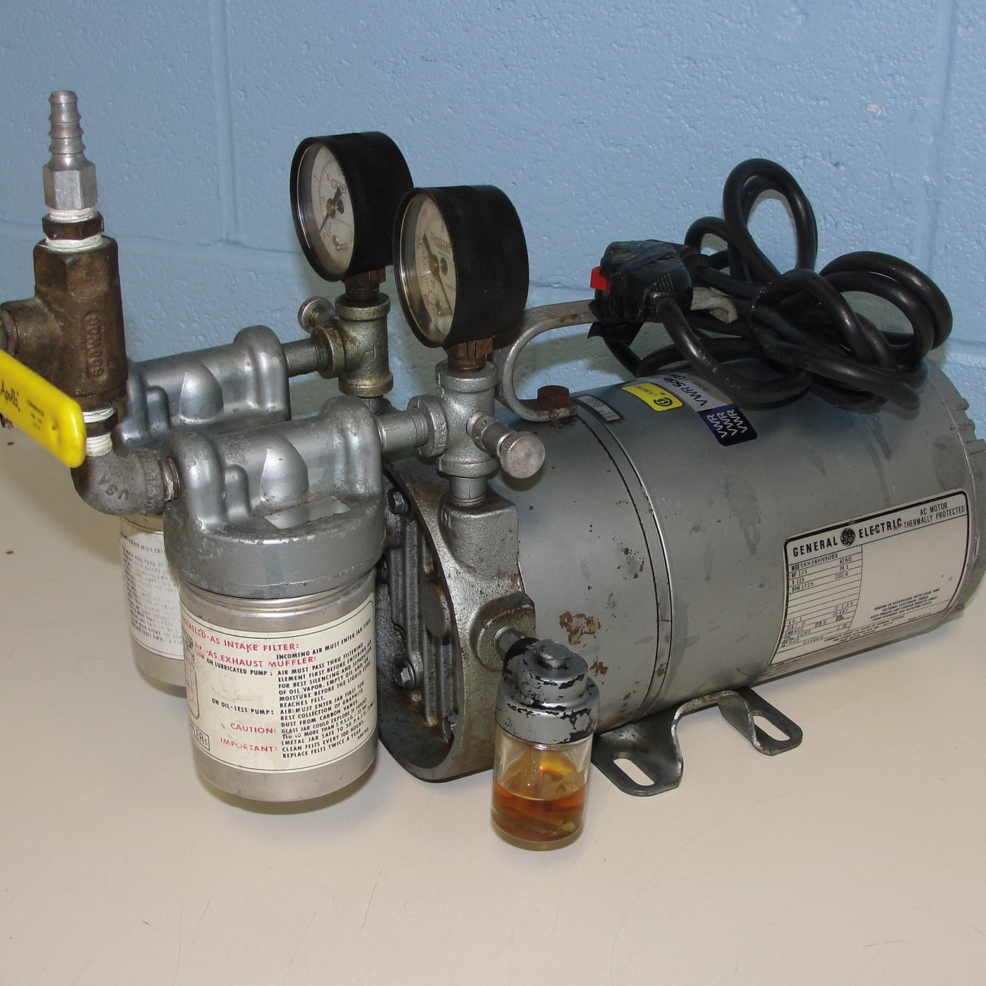 VWR Vacuum Pump 1/3 HP Model 5KH36KN90BX Image