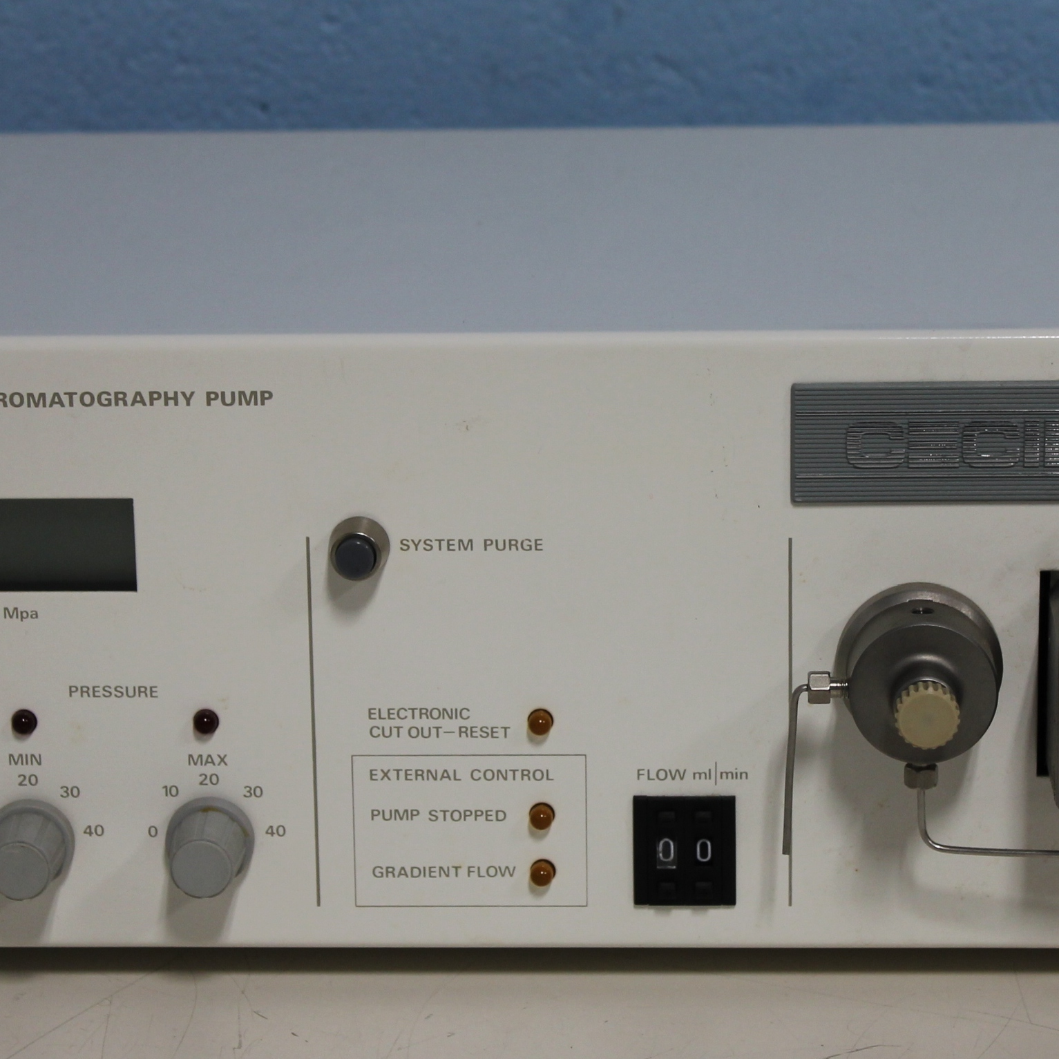 Cecil Instruments 1100 Series CE1100 Liquid Chromatography Pump Image