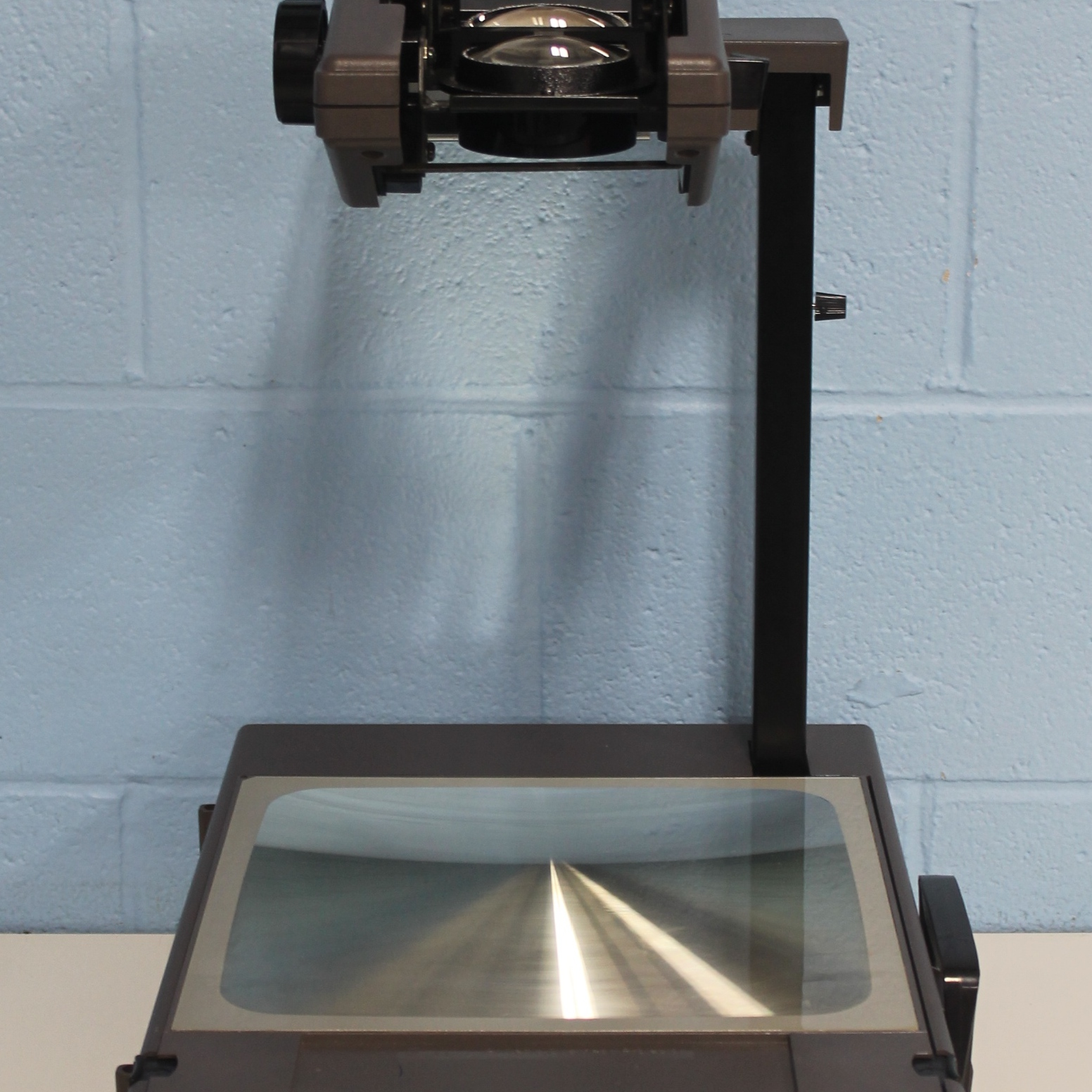 2000AGT Portable Overhead Projector Ag 120V/60H Name