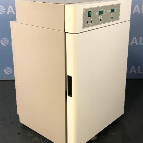 VWR / Sheldon 2350 Water Jacketed CO2 Incubator Image