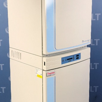 Thermo Scientific Forma Series II 3110 Water Jacketed CO2 Dual Stack Incubator Image