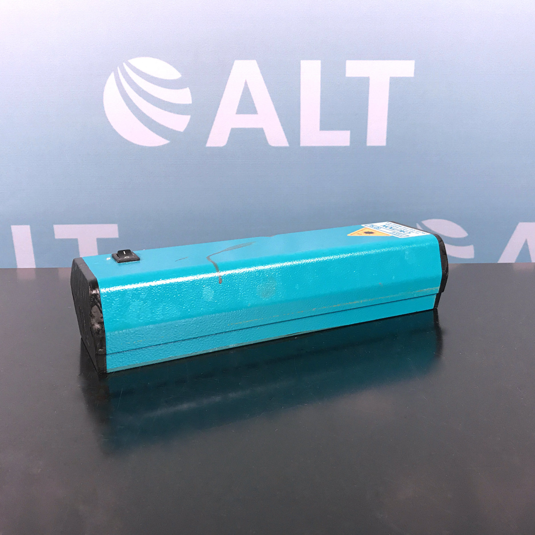 Cole-Parmer 9815 Series High Intensity Ultraviolet UV Lamp 6 Watt Image