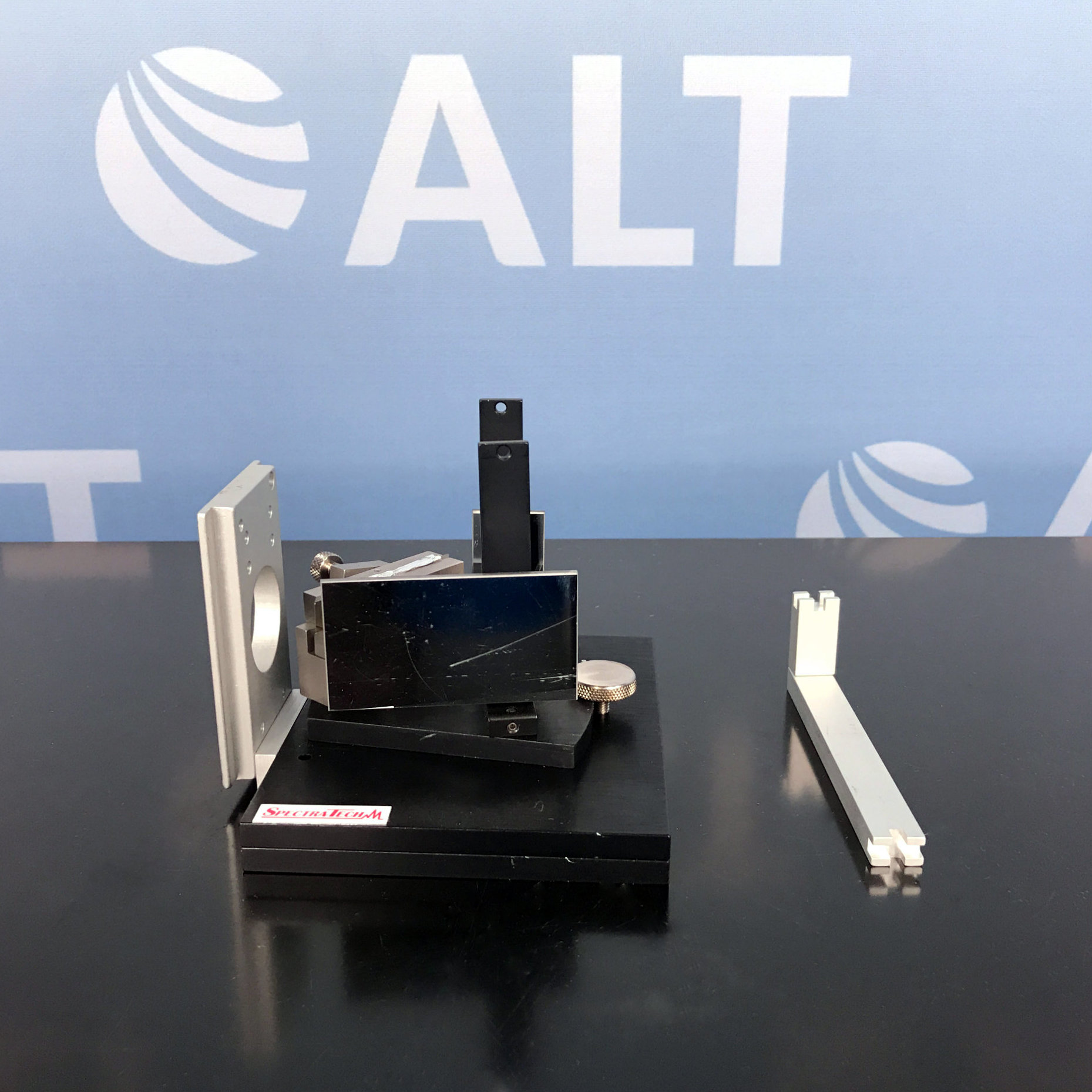 Spectra-Tech Model 302 Continuously Variable Angle ATR P/N 0012-015 Image