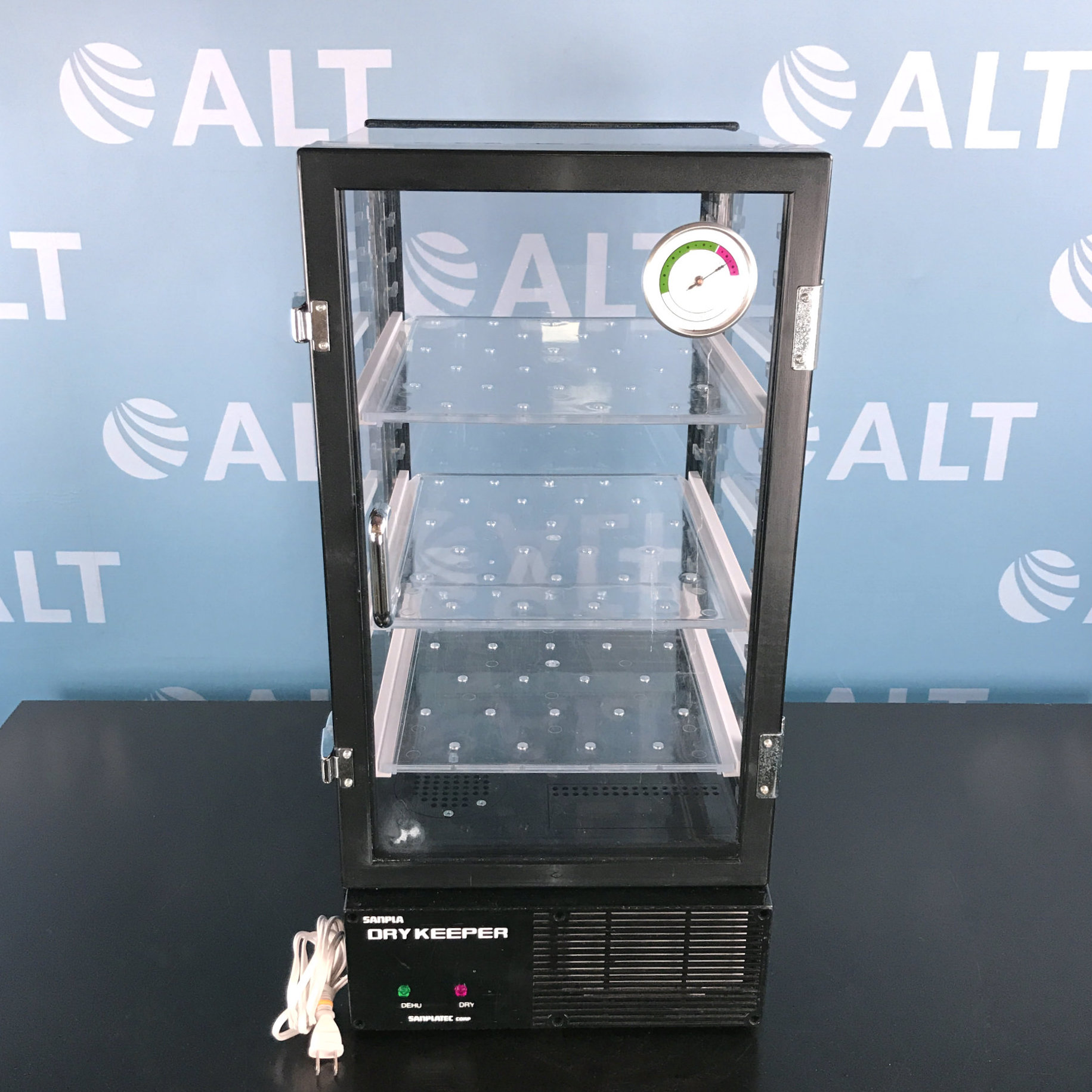 Sanplatec Corp Dry Keeper Vertical Auto-Desiccator Cabinet Image