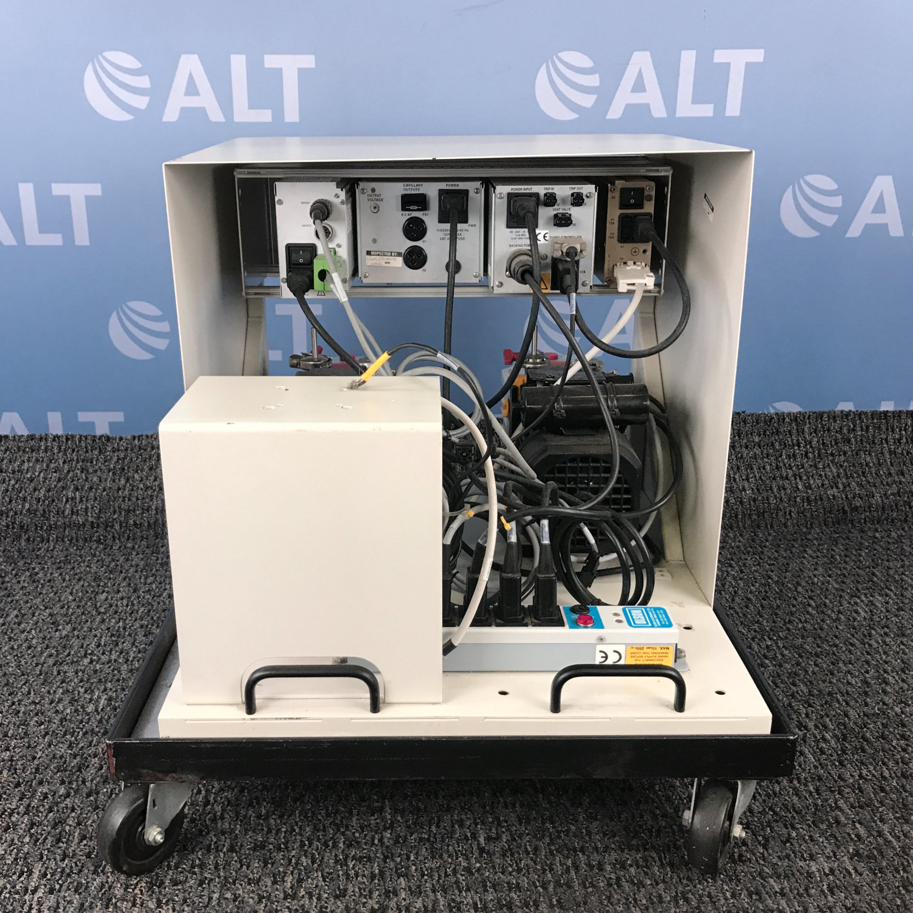 Pfeiffer Vacuum Single Gauge with Turbo Interface Unit & Capillary Temperature Controller Image