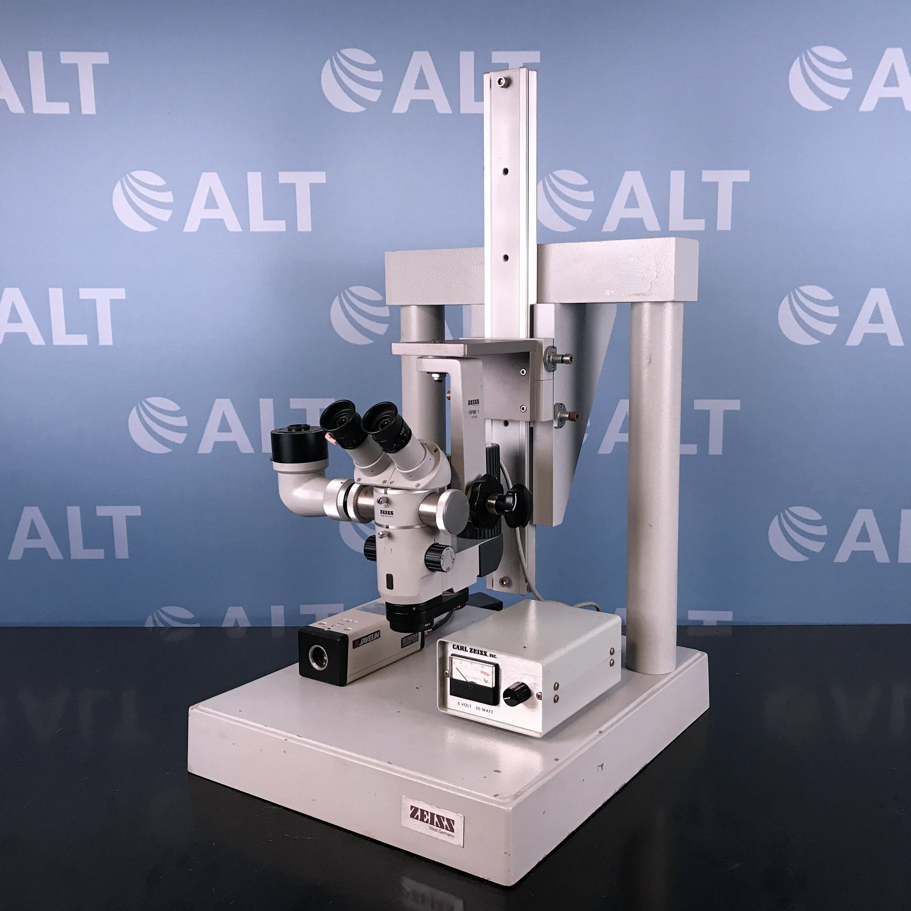 Carl Zeiss OPMI 1 Microscope w/ 872E Power Supply & Javelin JE7442 Ultrichip Hi Res CCTV Camera Image
