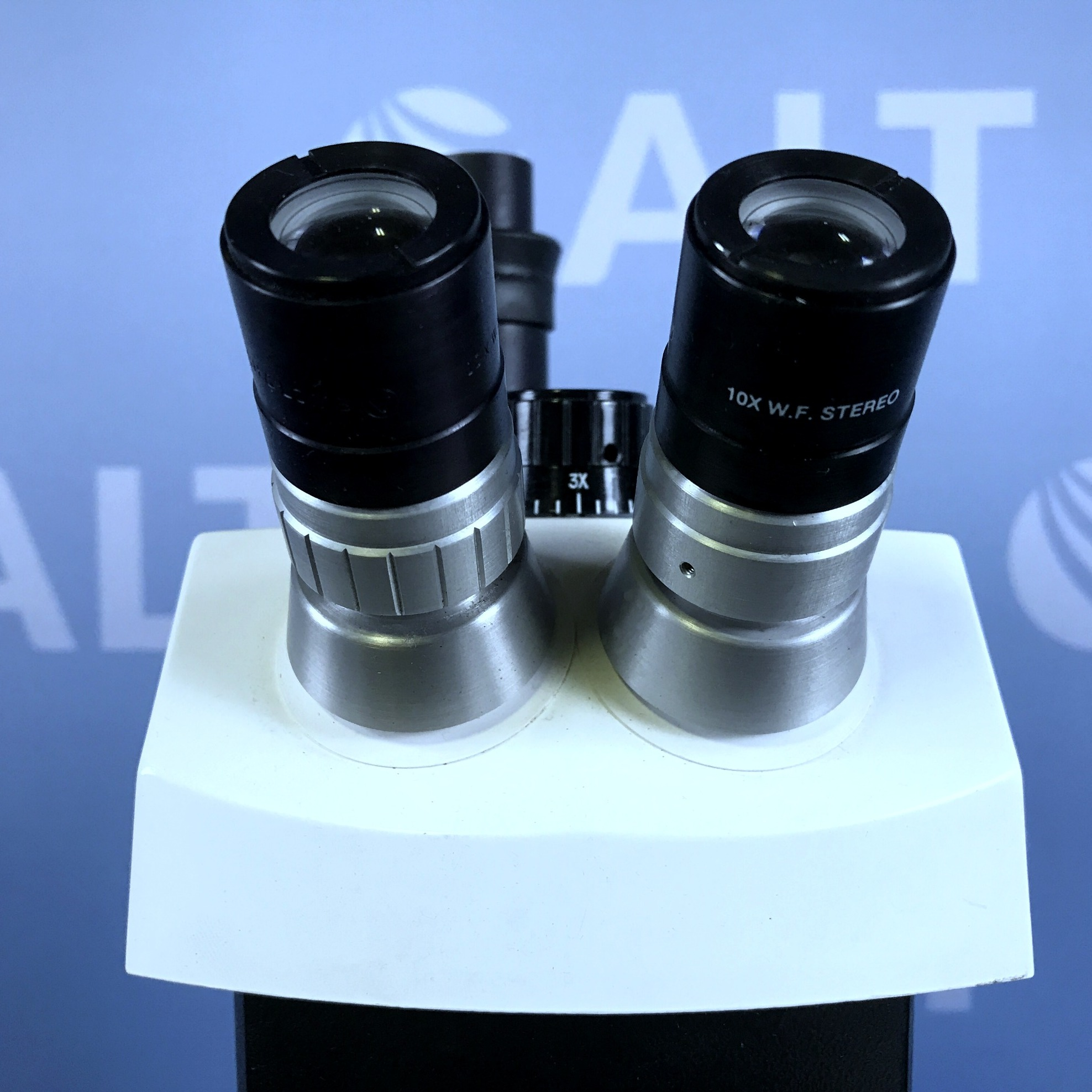 Bausch & Lomb StereoZoom 4 0.7x-3x Microscope  Image