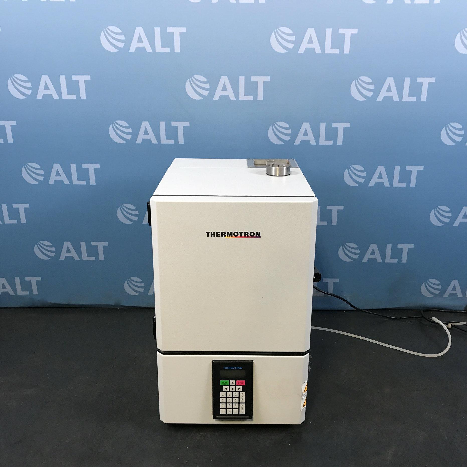 Thermotron Benchtop Environmental Chamber Model SM-1.0-3200 Image