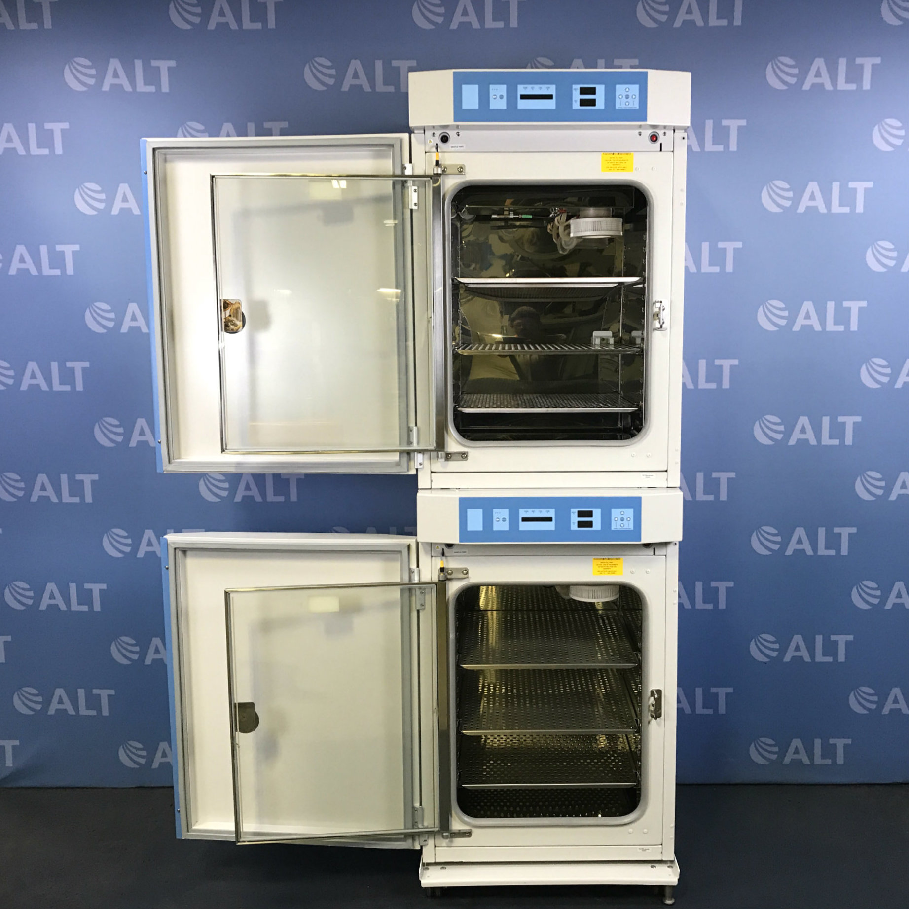 Thermo Scientific Series 8000 Dual Stack Water-Jacketed CO2 Incubator Model 3587 Image