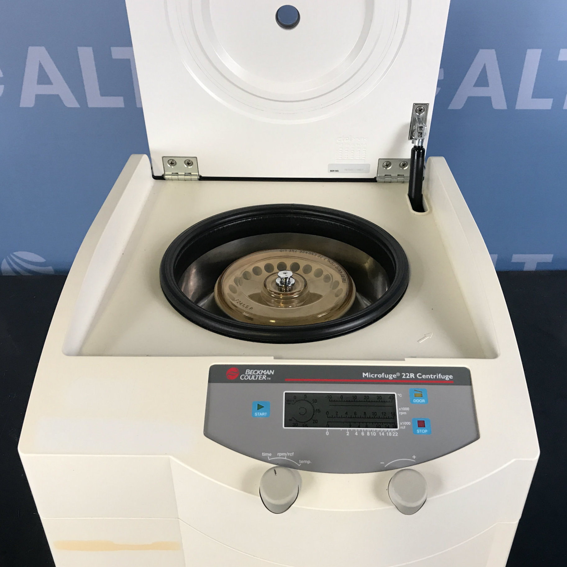 Beckman Coulter Microfuge 22R Refrigerated Benchtop Centrifuge with Beckman  F241.5P Fixed Angle Rotor Image