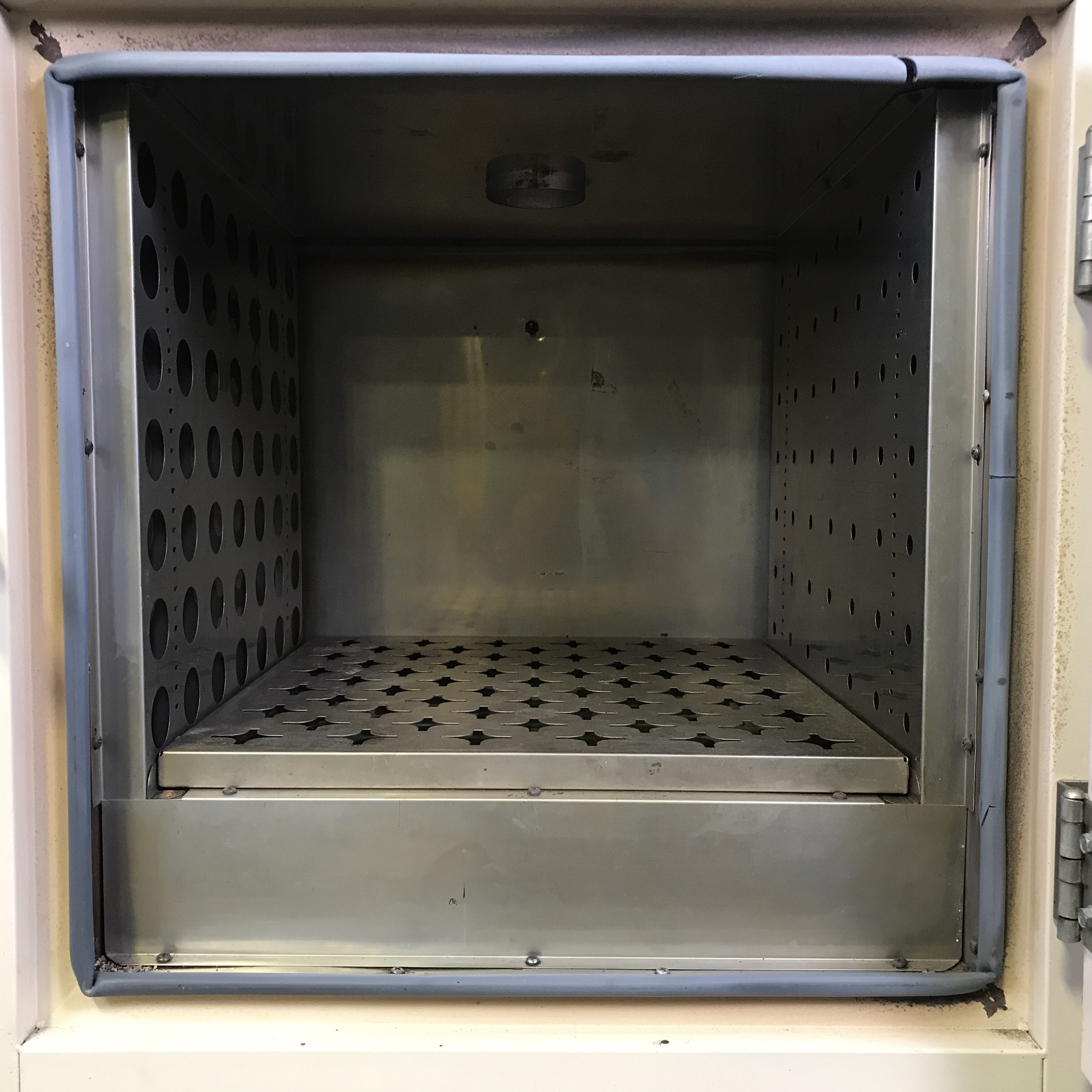 VWR 1350FD Oven Image