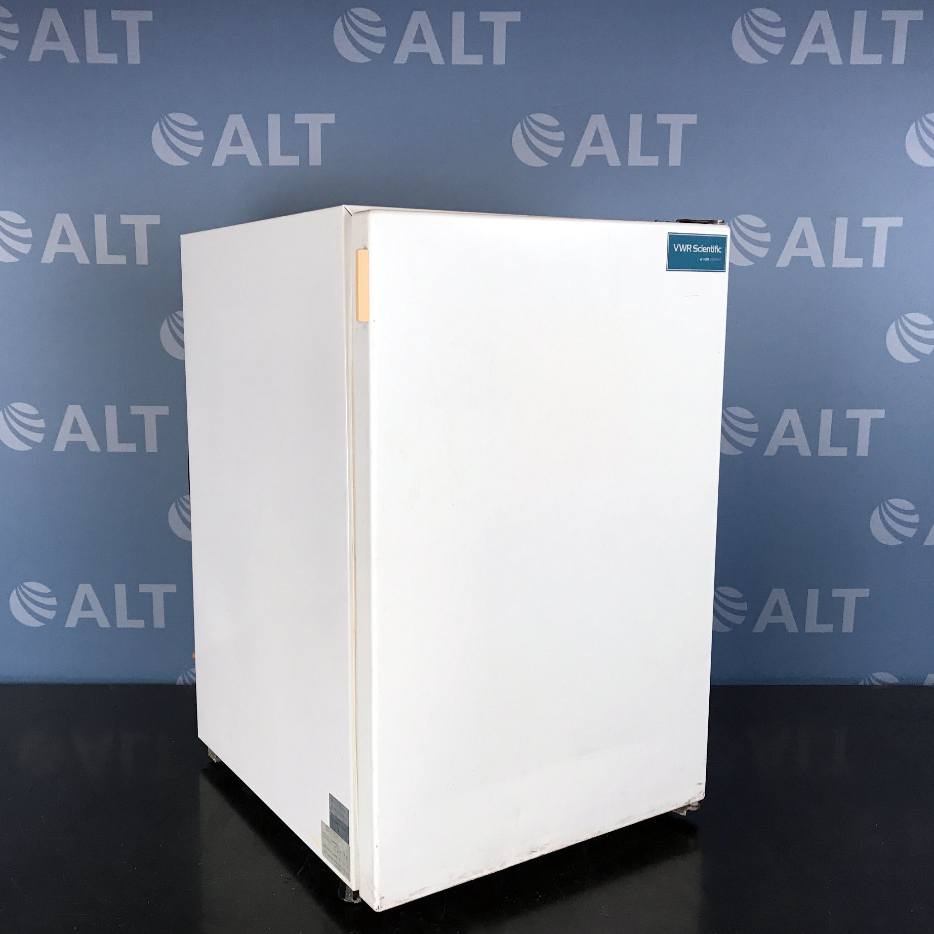 VWR Model U2005GABA Undercounter Lab Freezer Image