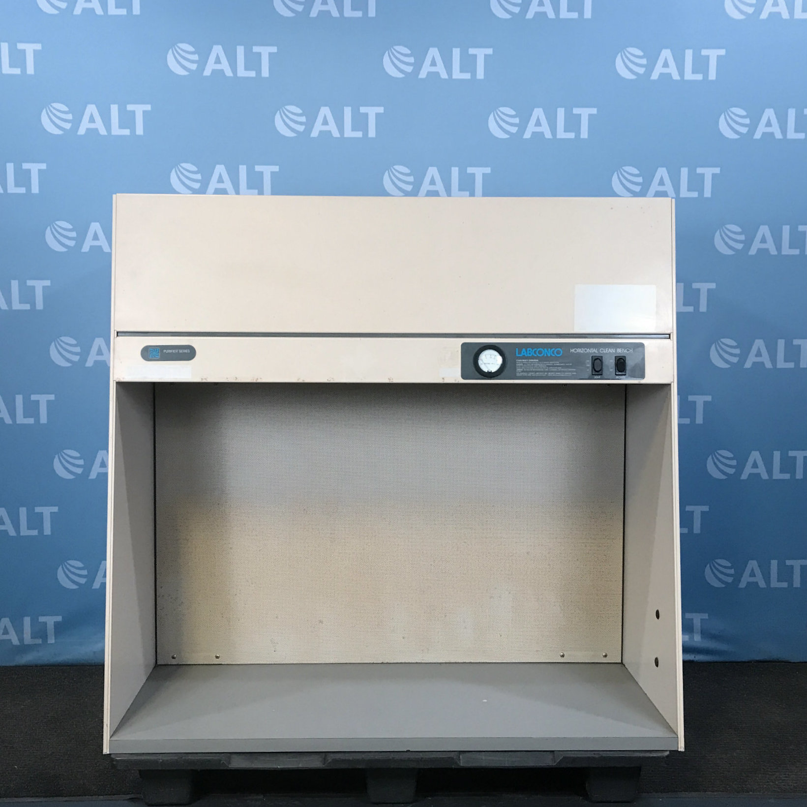 Labconco 4' Purifier Horizontal Clean Bench CAT No. 3612500 Image