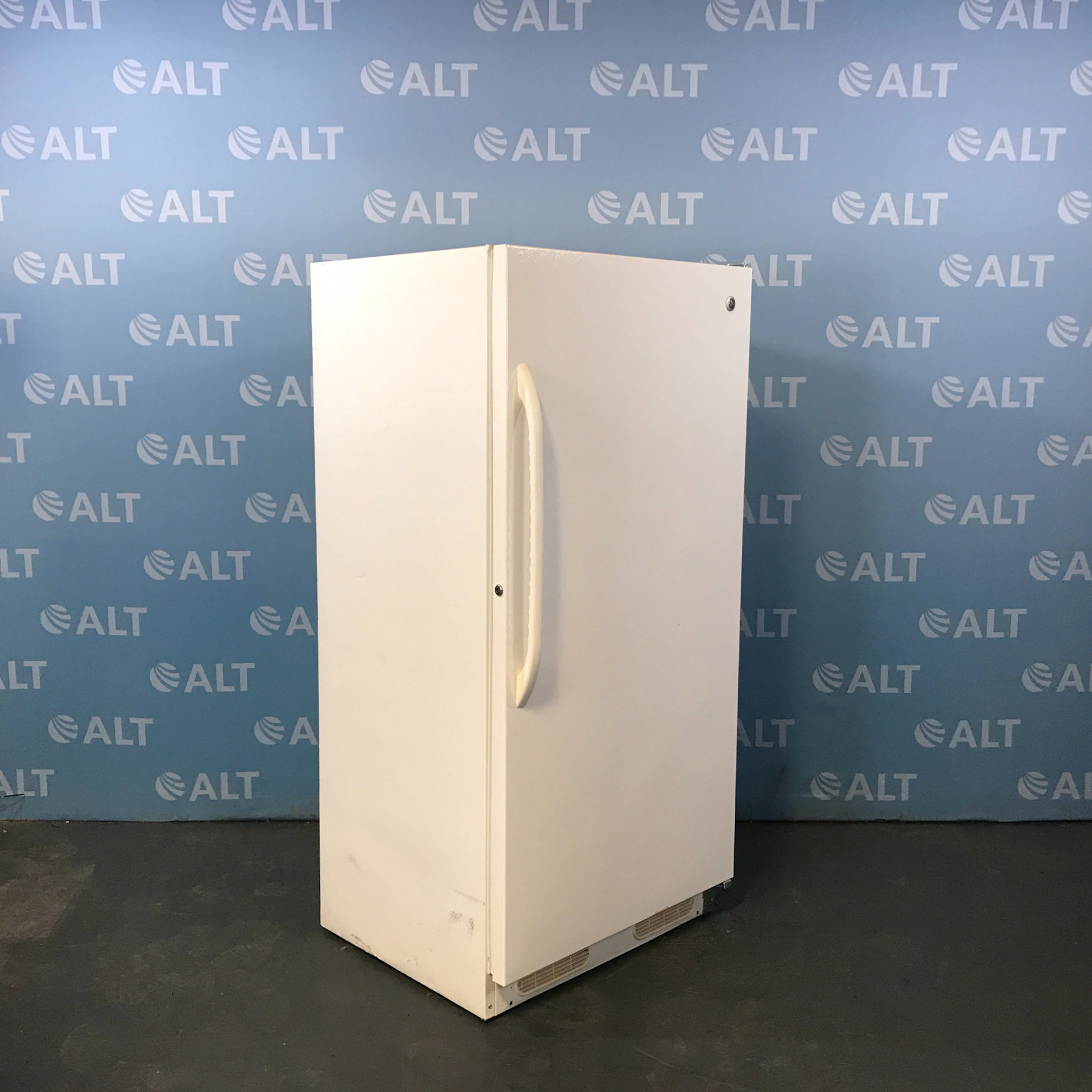 General Electric Upright Freezer Model FUM17DTCRWH Image