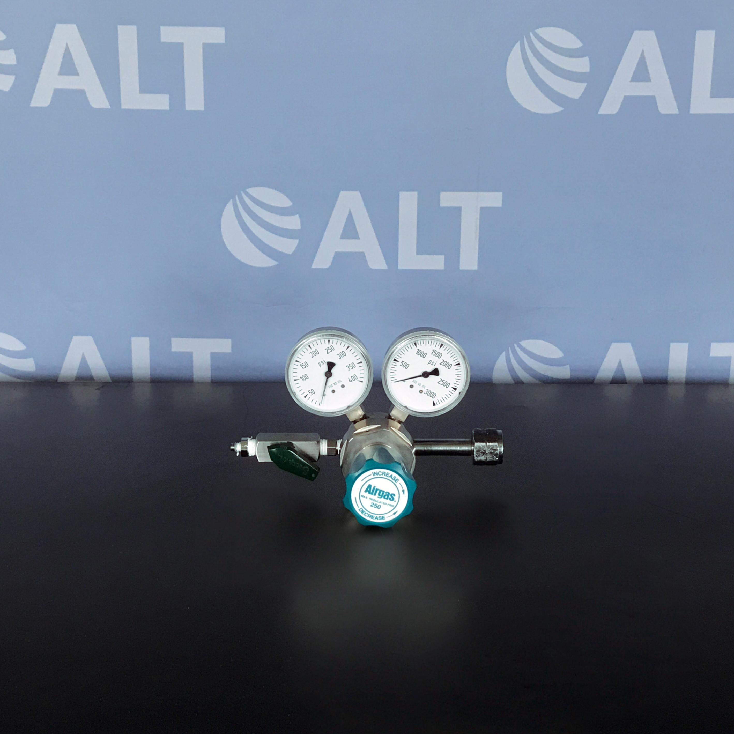 Airgas Y11-215F Single Stage Gas Regulator Image