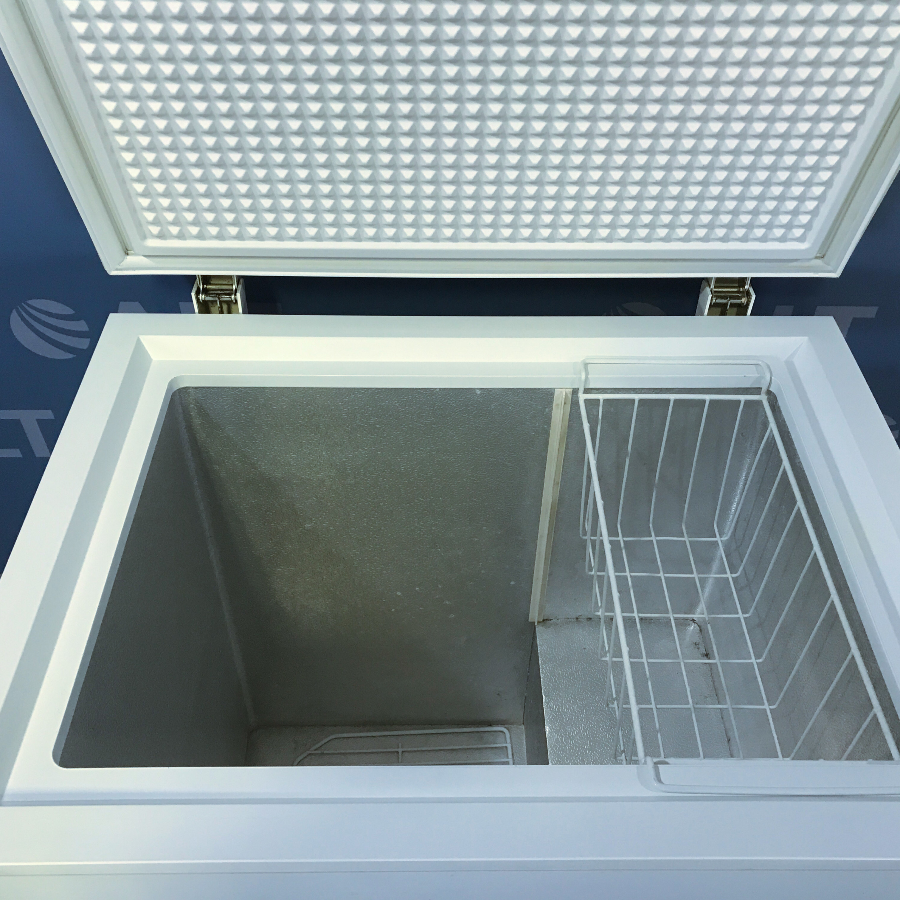 GE 5.0 Cu. Ft. Manual Defrost Chest Freezer Model FCM5DRBWH Image