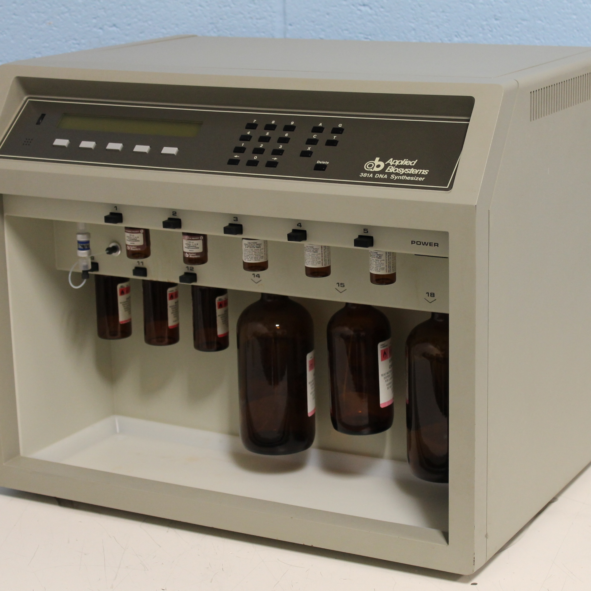 Applied Biosystems 381A DNA Synthesizer Image