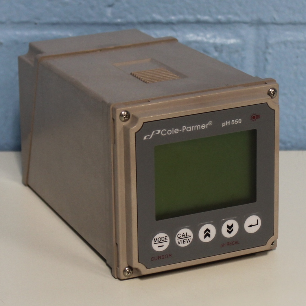 Cole-Parmer 550 pH/Temperature 1/4-DIN Controller Image