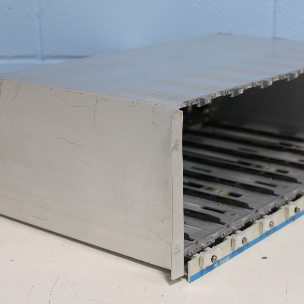 Gould 5900 Signal Conditioner Cage Image