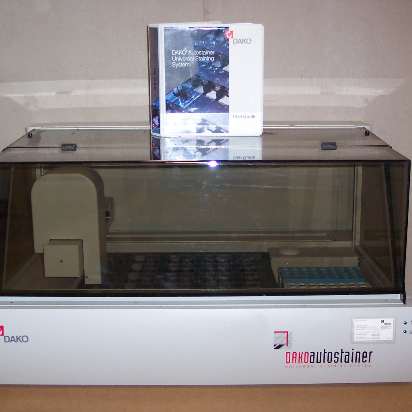 Dako Autostainer - Universal Staining System Image