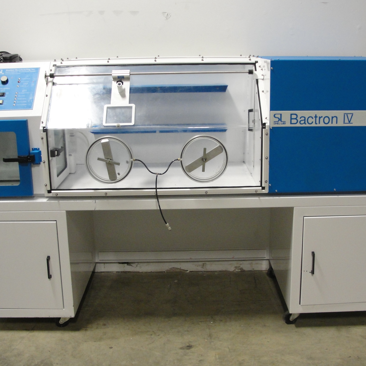 anaerobic lab The bactron anaerobic environmental chamber is designed to allow efficient and dexterous glove-free handling and inspection of samples.