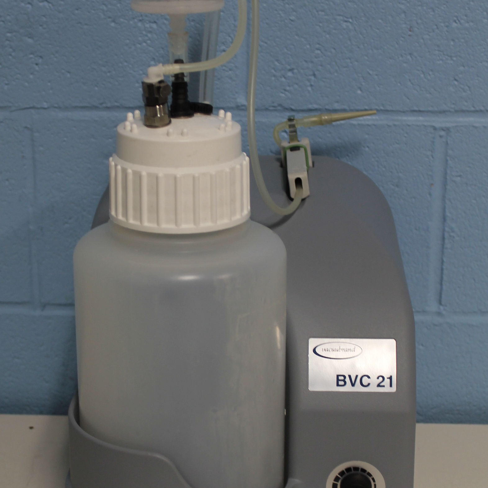 Vacuubrand BioChem VacuuCenter BVC 21 NT Fluid Aspiration System Image