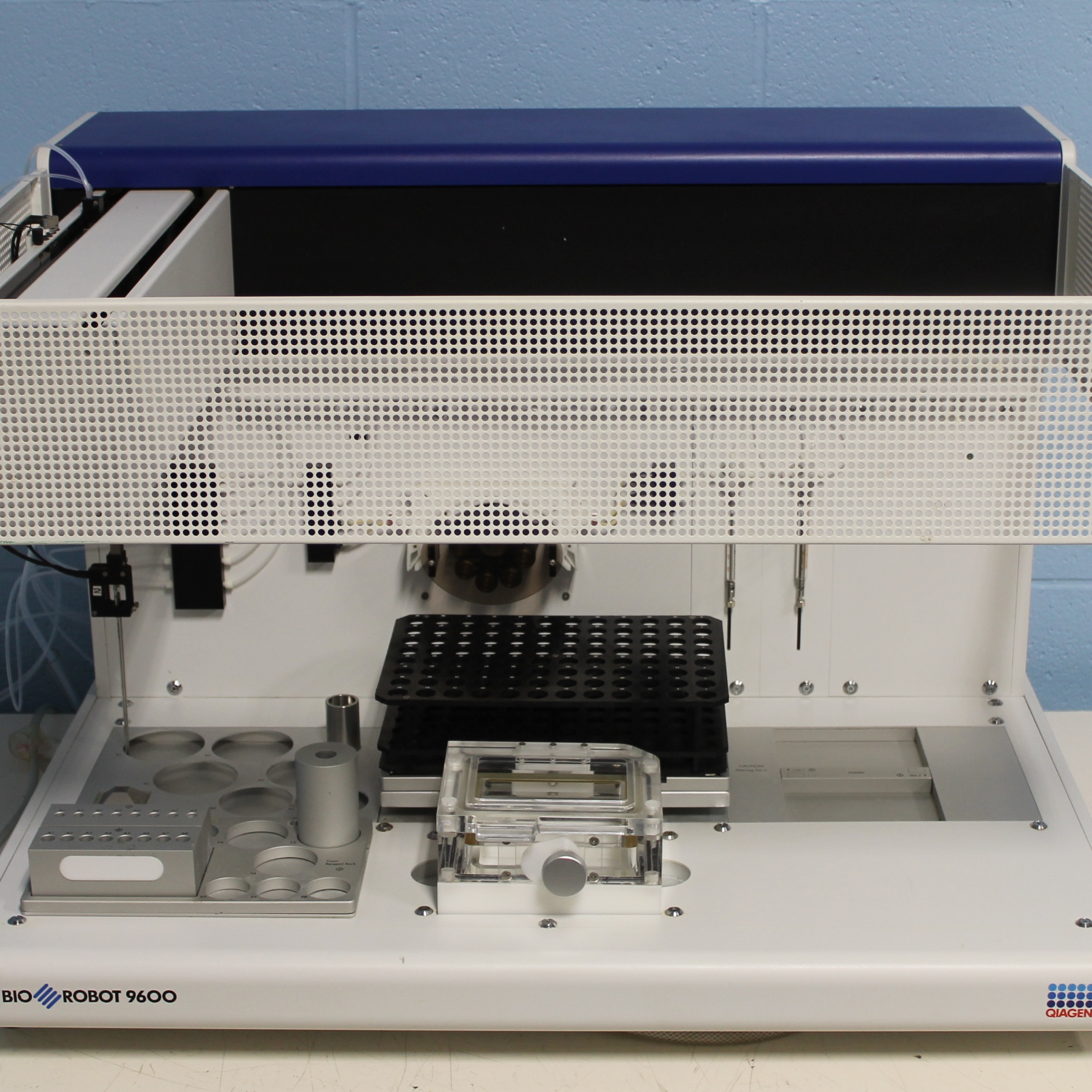 Qiagen BioRobot 9600 Image