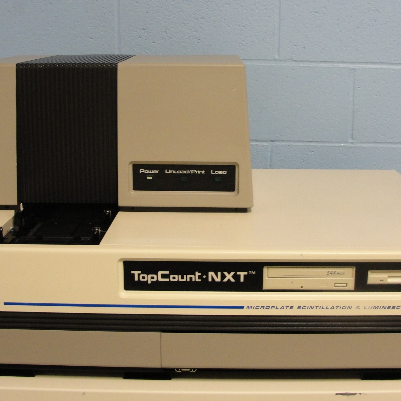 Packard BioScience Company C991200 TopCount NXT Microplate Scintillation and Luminescence Counter Image