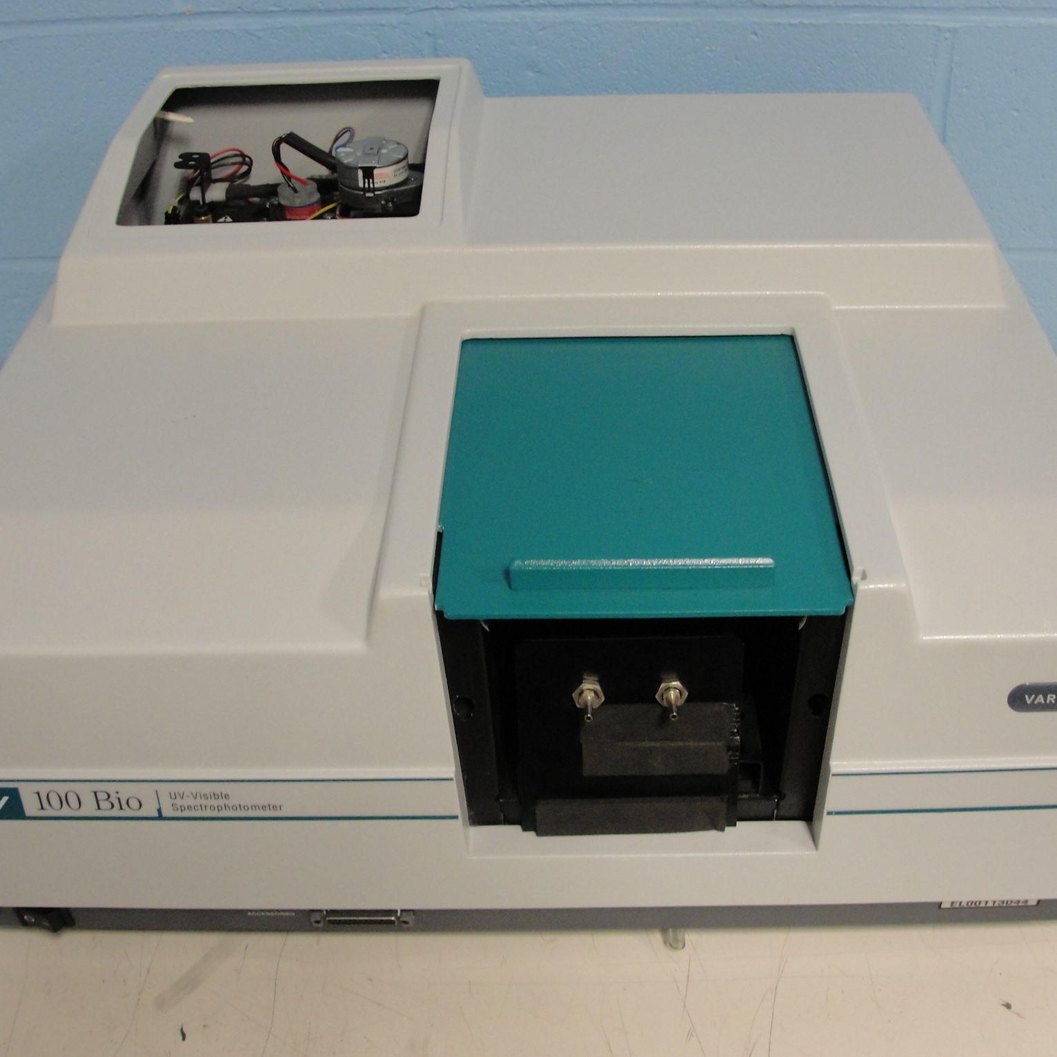 Varian Cary 100 Bio UV-Visible Spectrophotometer Image