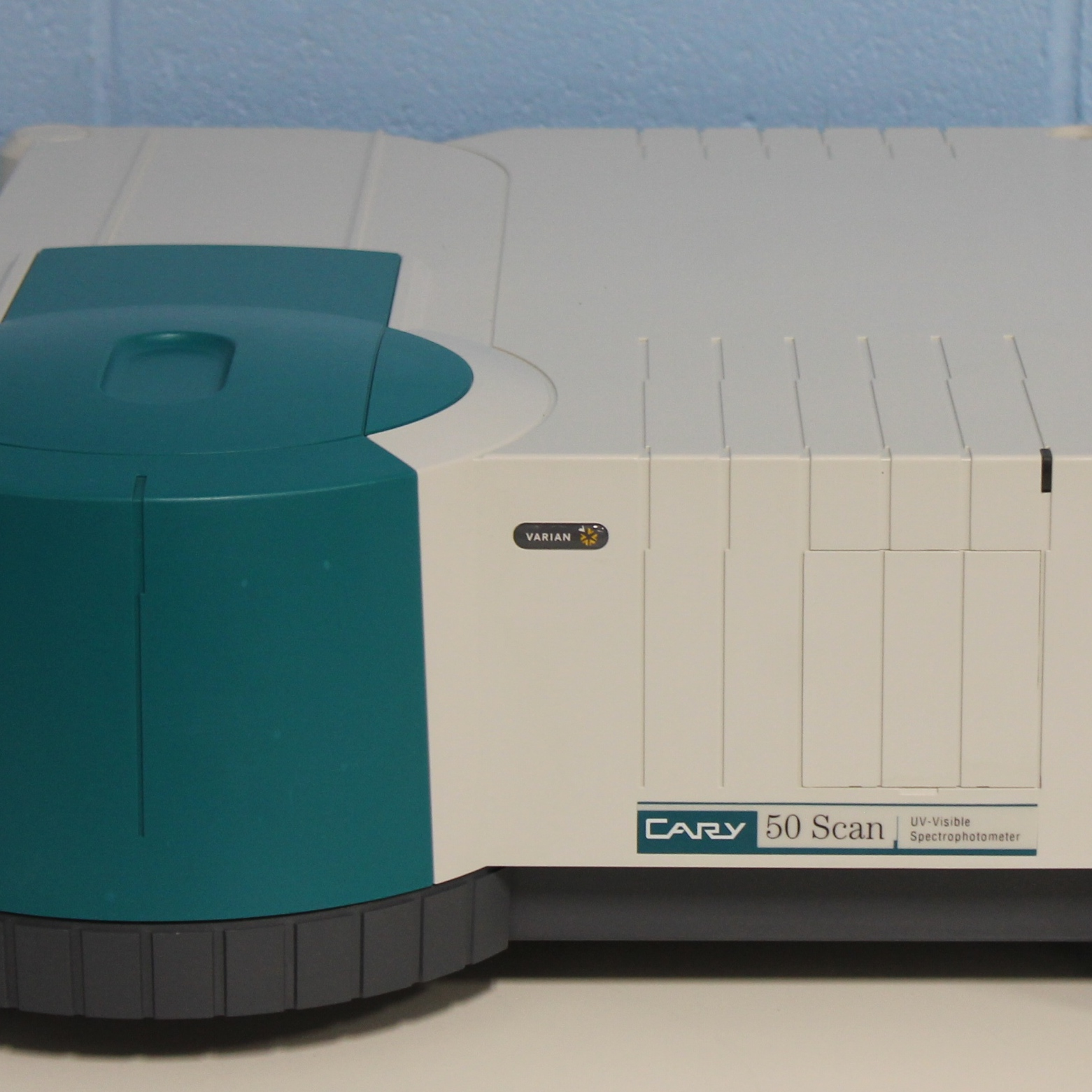 Varian Cary 50 Scan UV Visible Spectrophotometer Image